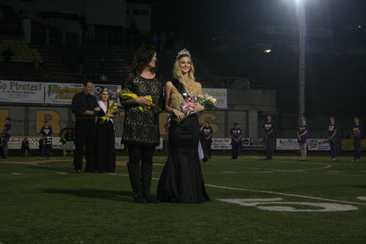 Taylor Stark is crowned as the 2017 Homecoming Queen.