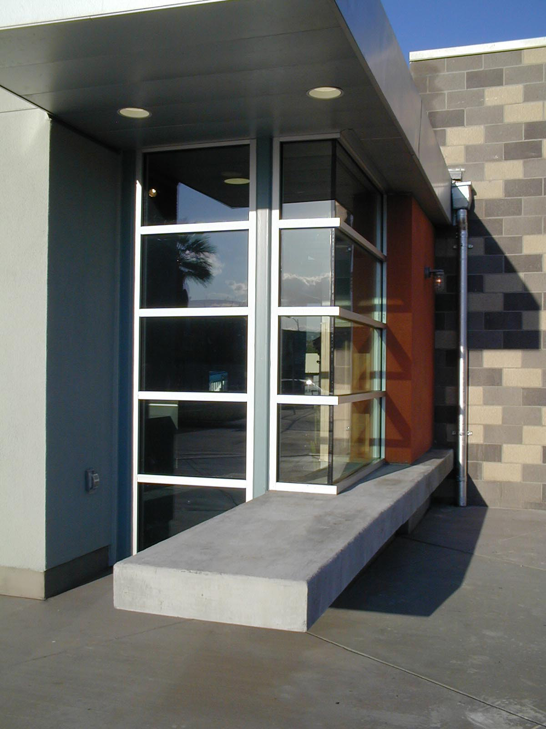 Swim Center_Corner Glass.jpg