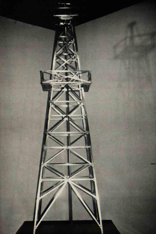Rolando-Pena_02_Collective_Alternative-Museum_The-Oil-Tower_1980.jpg
