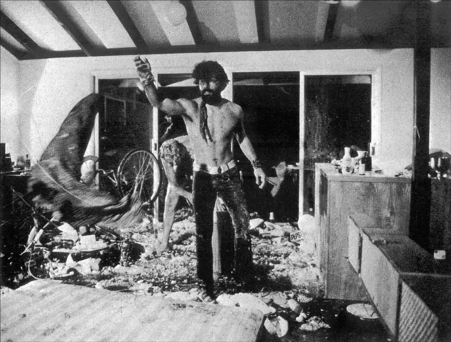 Rolando-Pena_05_Happenings_The Paella-Bycicle-Totality-Crucifixion_Four-Stars_Andy-Warhol_1967.jpg
