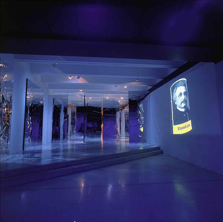 Rolando-Peña_01_Solo_The-Standard-Model-of-Matter_Barrel_Interactive-Installation-3_Caracas_1999.jpg