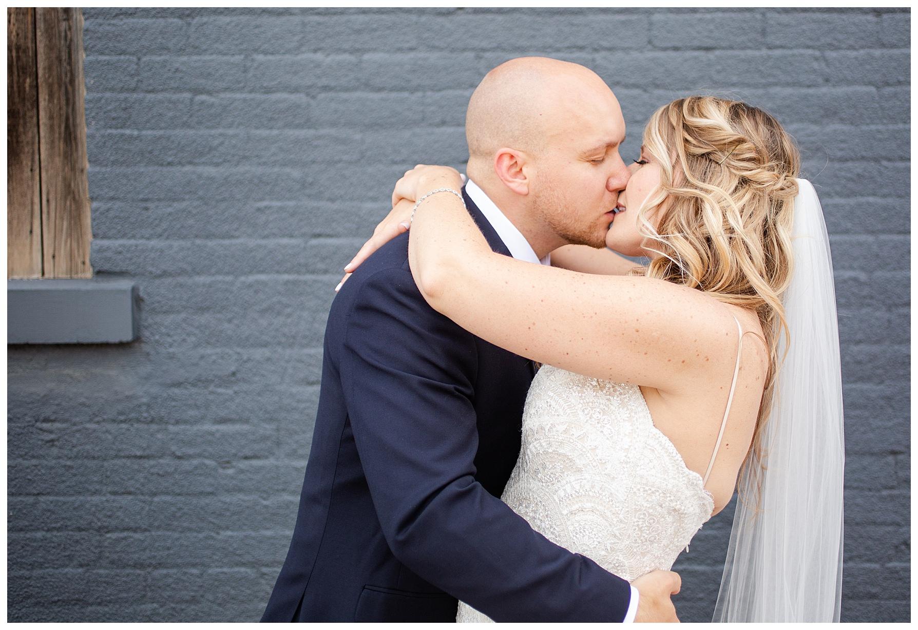 high-line-car-house-columbus-wedding_0005.jpg
