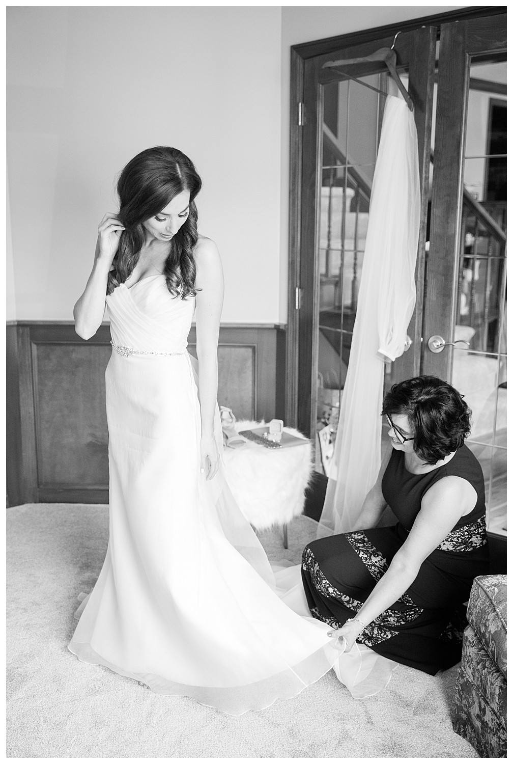 columbus-wedding-bride-getting-dressed.jpg
