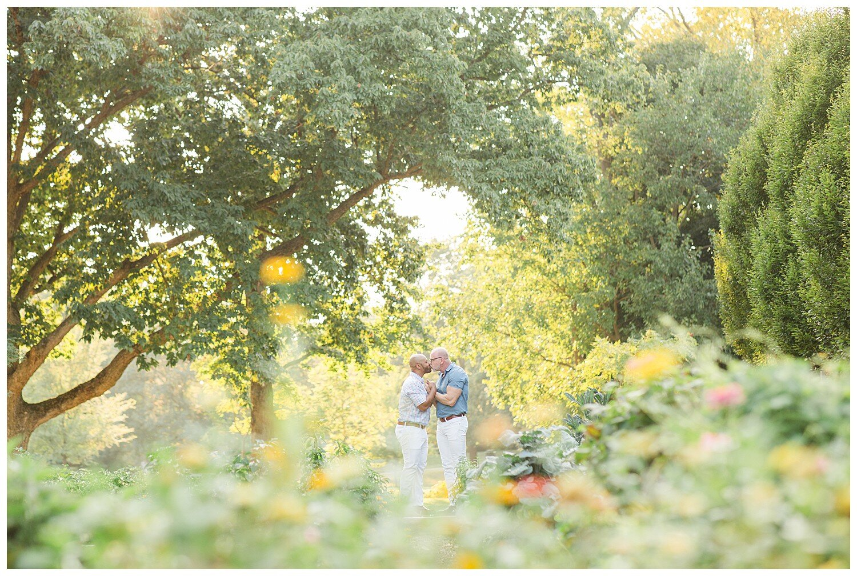 franklin-park-conservatory-engagement-photos_0013.jpg