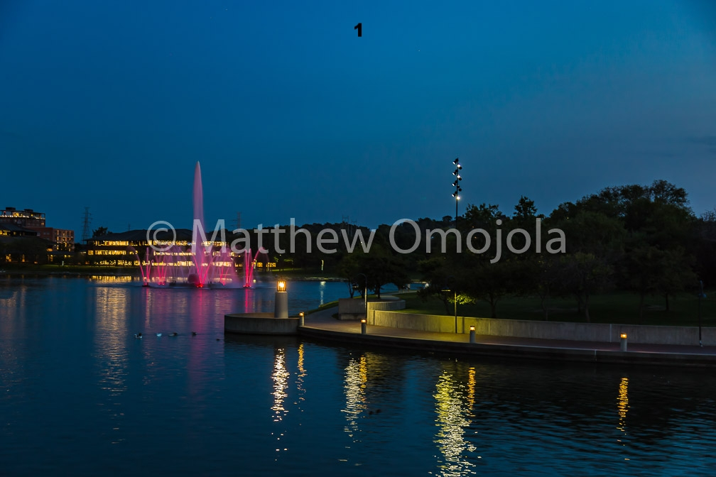 IMG_6807_Fountain_Heartland_Park_of_America_at_night_Omaha_NE.jpg