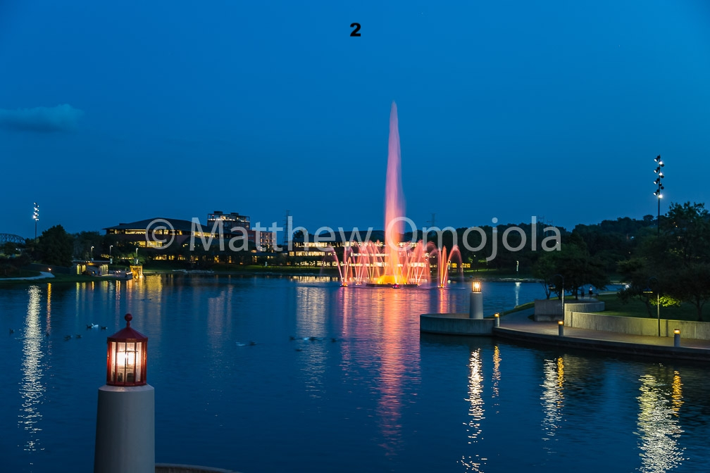 IMG_6808_Fountain_Heartland_Park_of_America_at_night_Omaha_NE.jpg