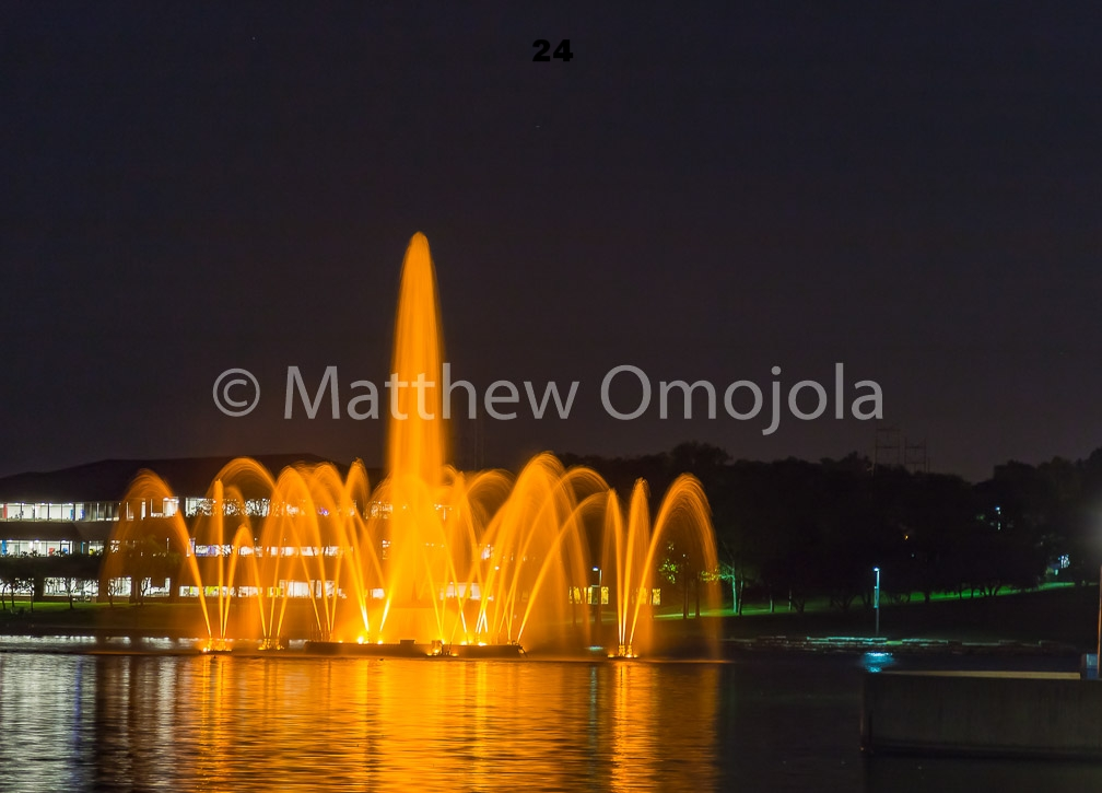 IMG_6872_Fountain_Heartland_Park_of_America_at_night_Omaha_NE.jpg