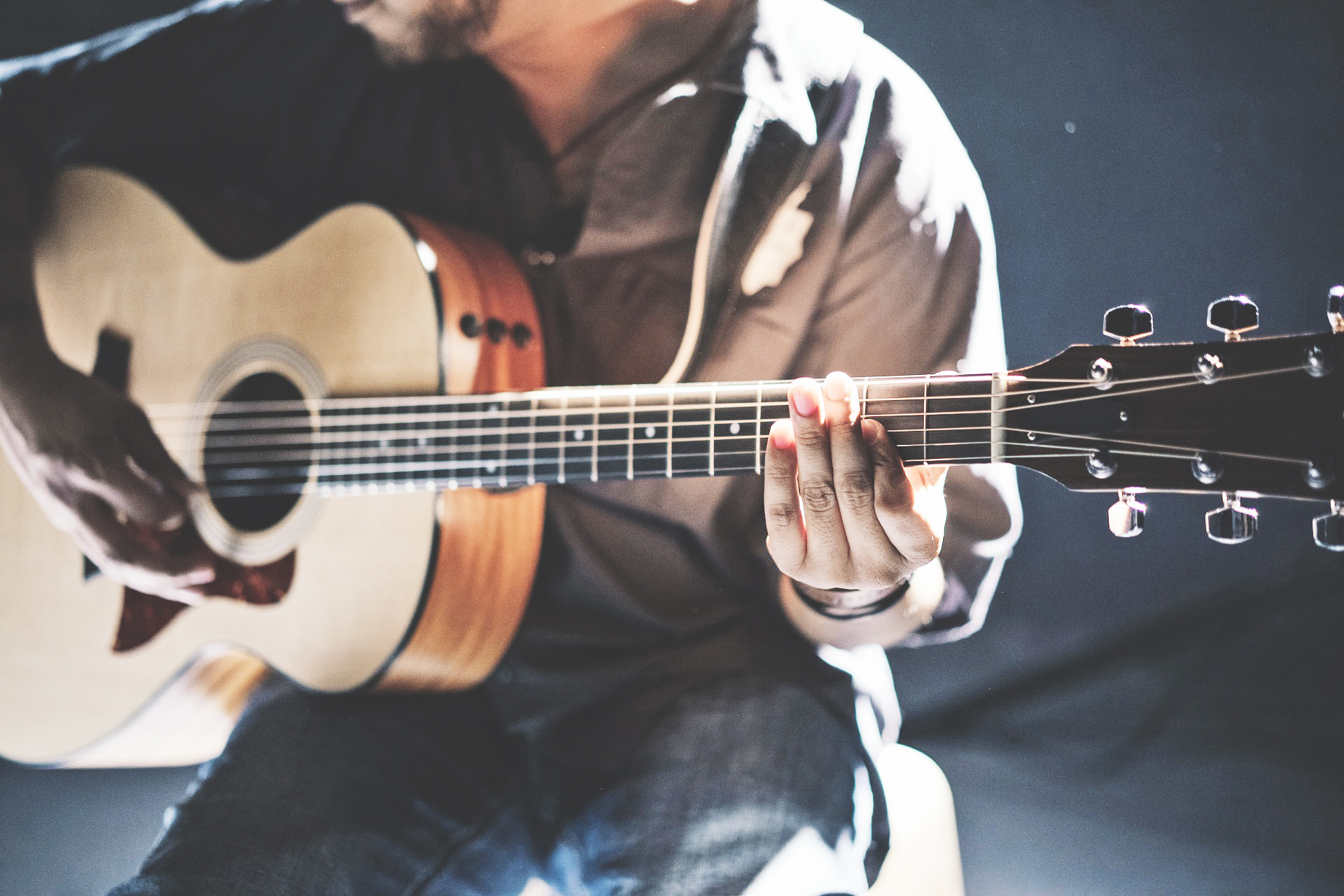 Man_Guitar.jpg