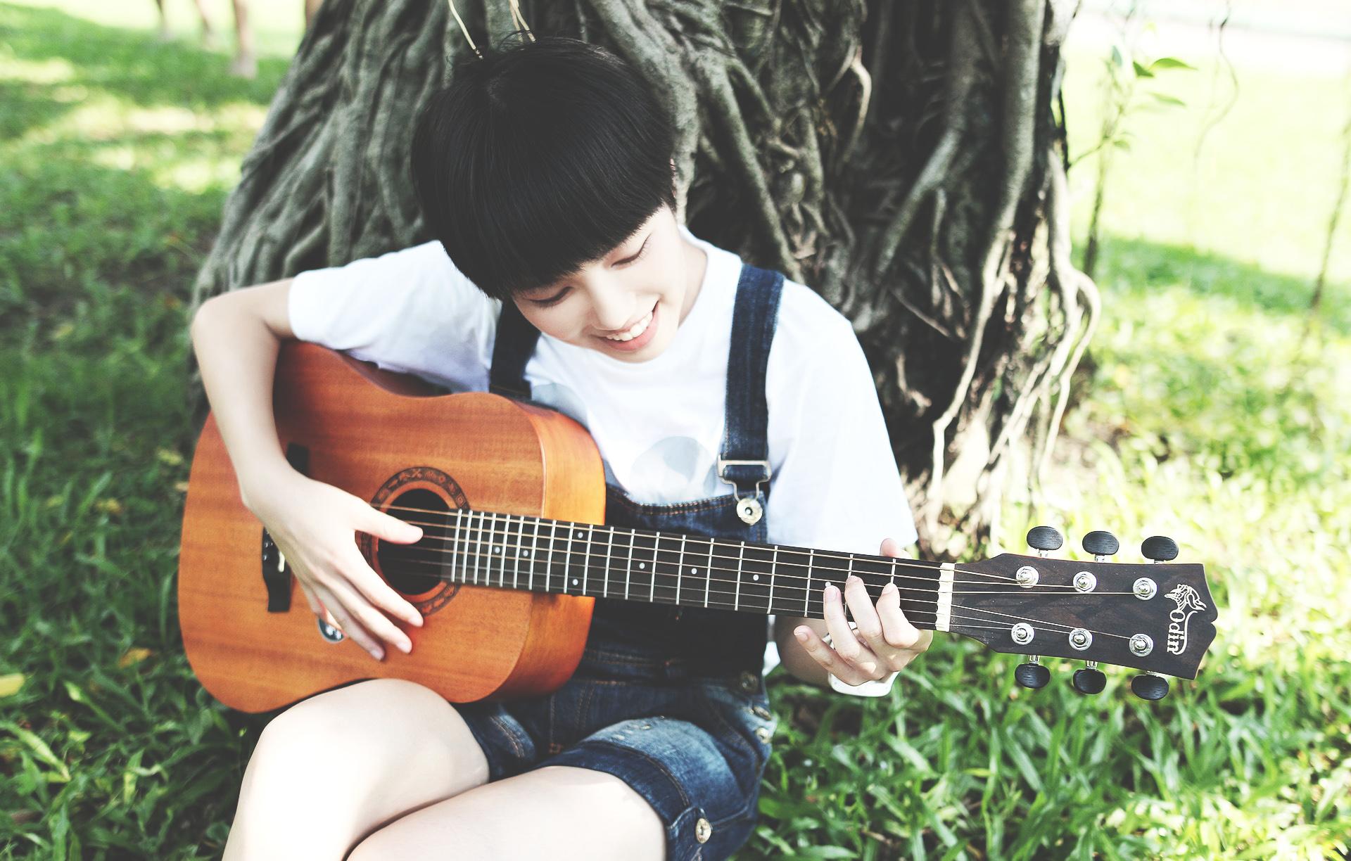 guitar-2422149_1920.jpg