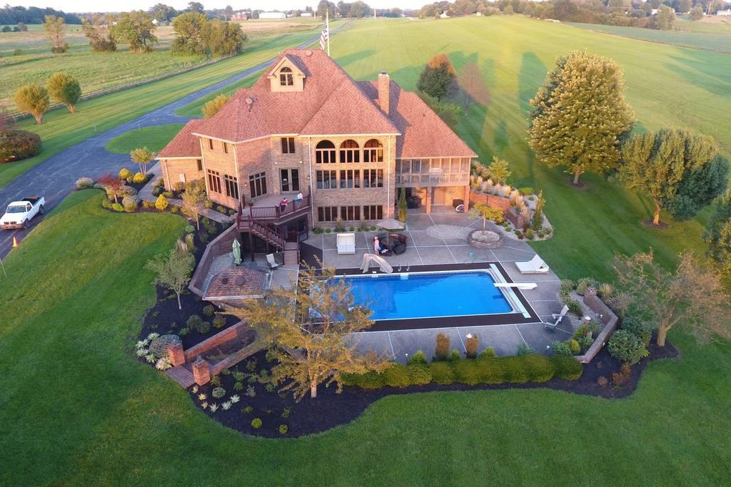 lakehouse pool.jpg