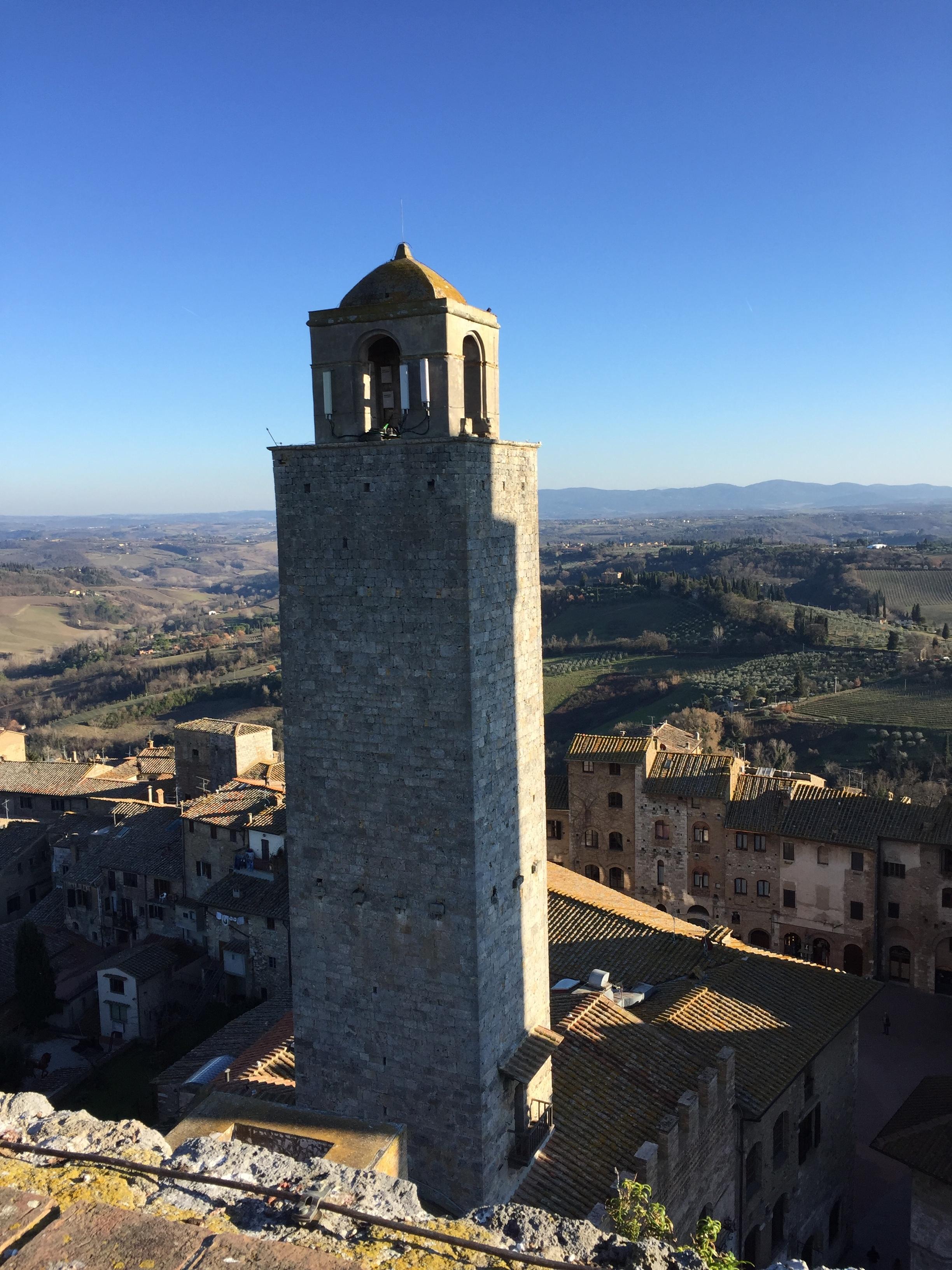 One of San Gimignano's many towers.JPG