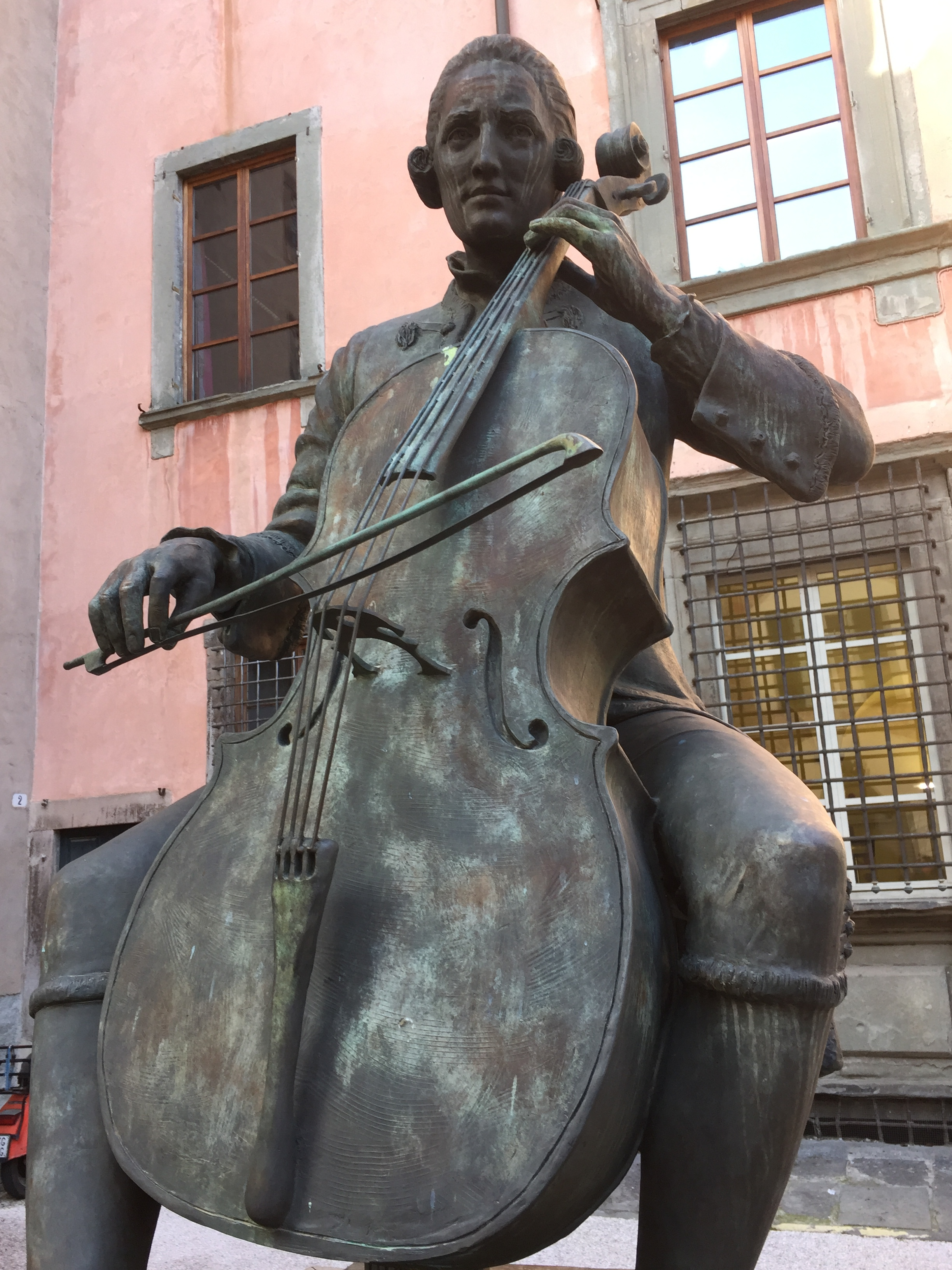 A great cellist - especially since his bow defied physics!