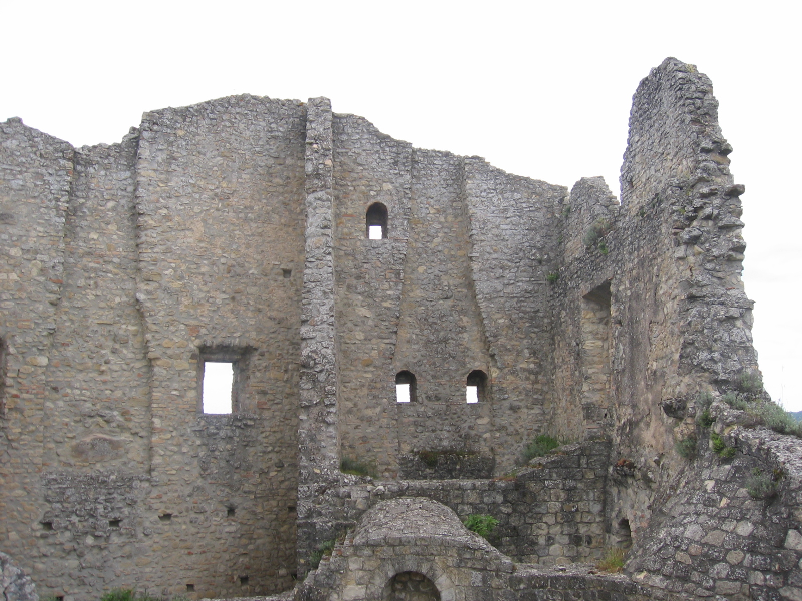Note: The authors are not liable in the event of ghost encounters at this castle site.