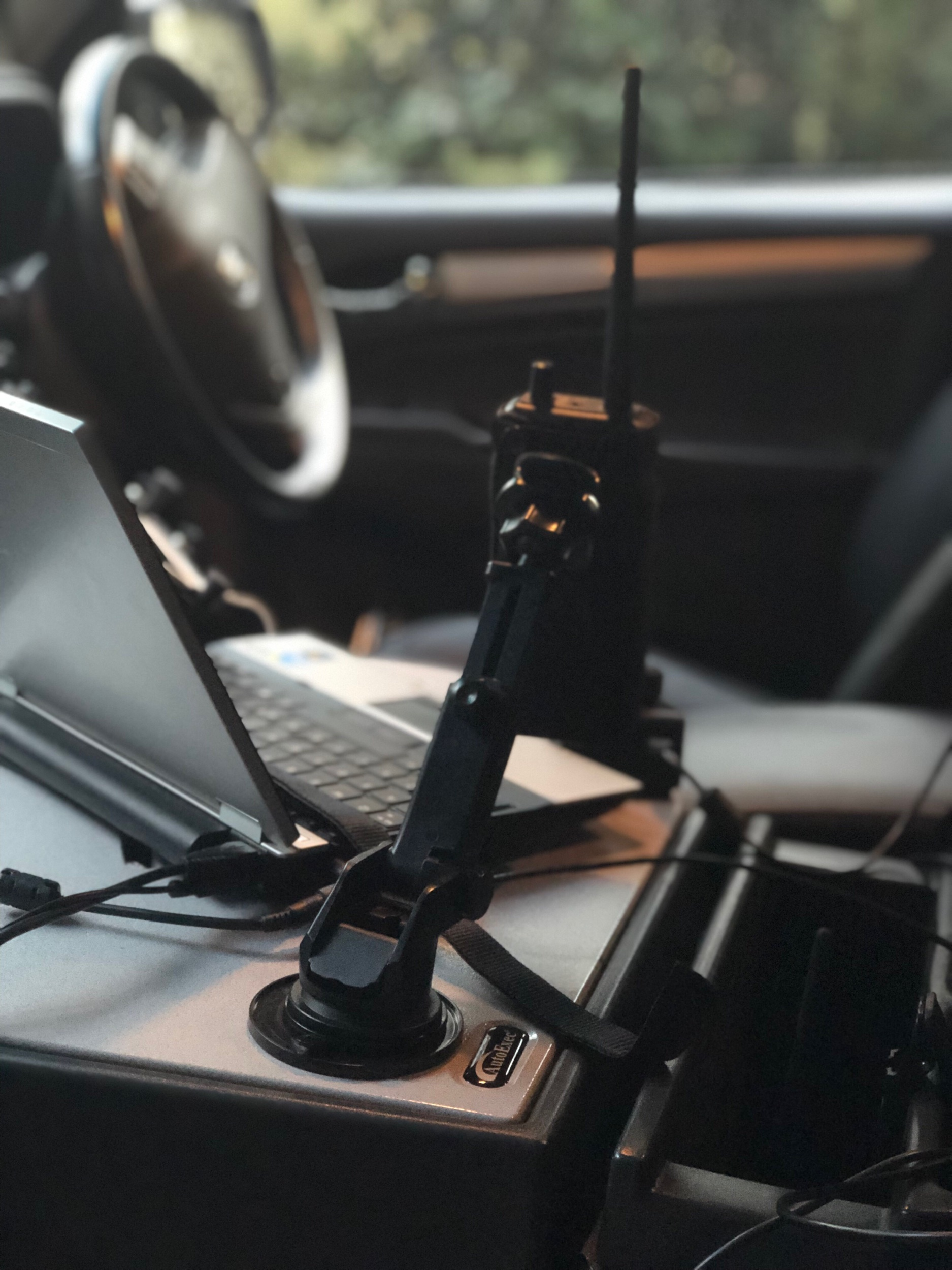 Using a suction mount to hold a scanner or hand held radio