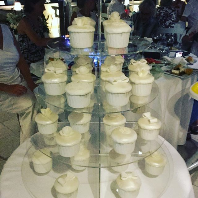 Who needs a wedding cake? 3 flavour cupcake tower!!!