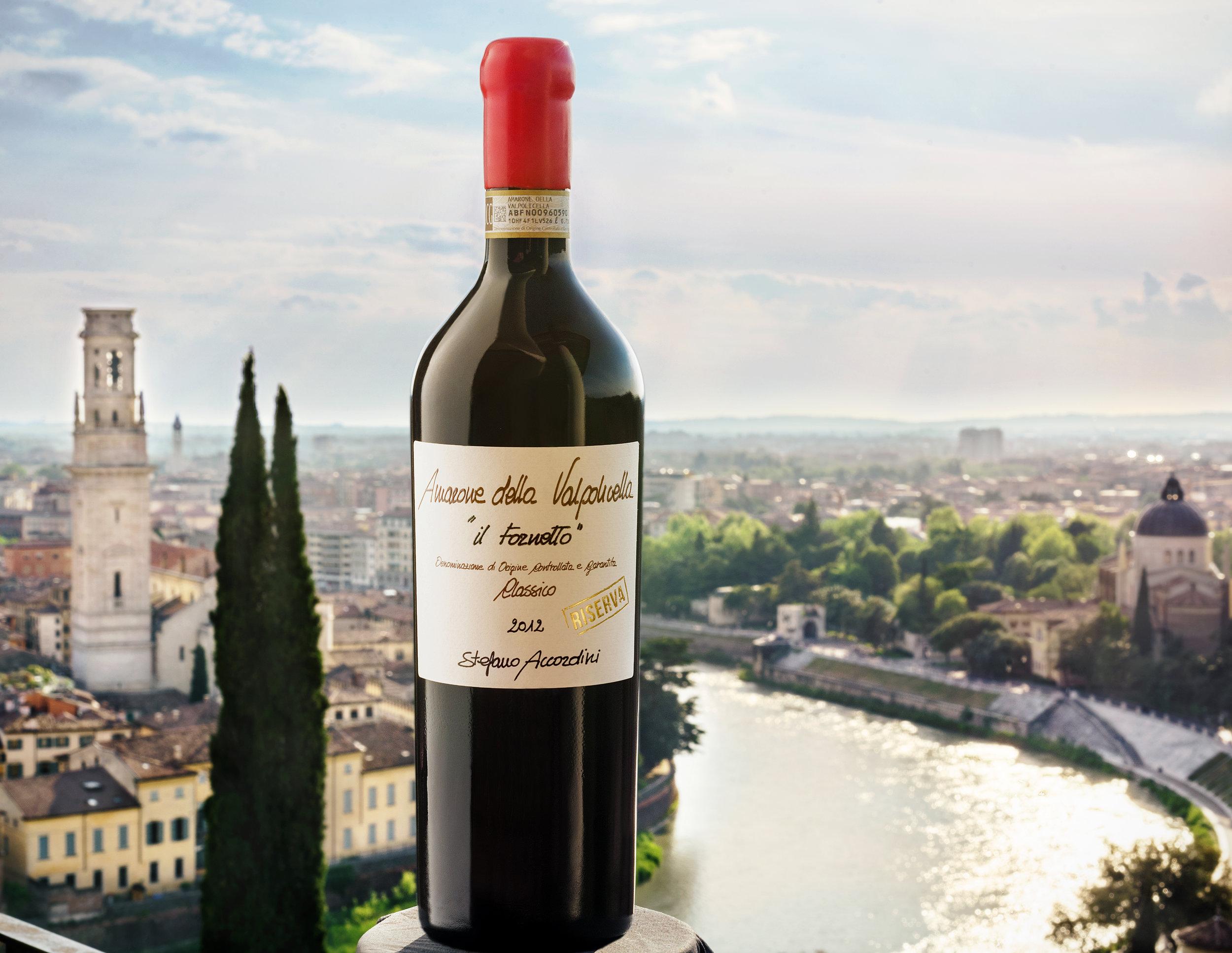 Dalla terrazza di Re Teodorico avremo Verona ai nostri piedi, degustando ottimo vino e cibo.