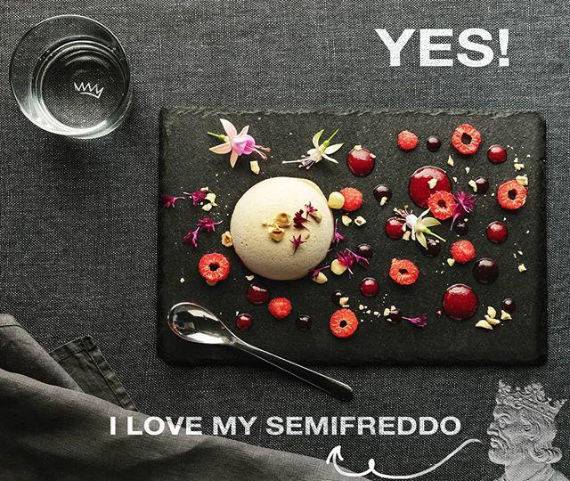 🇮🇹 Semifreddo alla nocciola con salsa ai lamponi: tanto buono quanto bello! Chi ama il dessert alzi la mano! 🇬🇧 Hazelnut semifreddo with raspberry sauce: it is as good as it looks beautiful! Shout out If you love desserts! . . . #reteodorico #castelsanpietro #verona #verona🇮🇹 #veronacity #restaurant #restaurants #ristorante #ristoranti #chef #dessert #dessertporn #veronafood #semifreddo #yummy😋😋 #yummyyummy #sapori #sweetstable #foodphotograpy #foodphoto