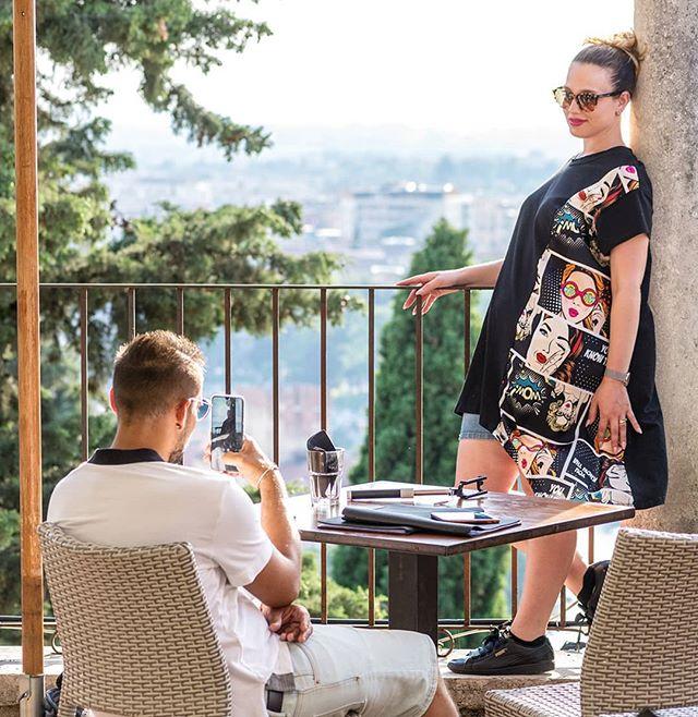 """🇮🇹 """"Specchio, specchio delle mie brame, chi è la più bella del reame?"""" Ma le nostre ospiti sono tutte belle, e quando sono sulla nostra terrazza si sentono delle vere regine! 🇬🇧 """"Mirror, mirror on the wall, who's the prettiest of them all?"""" Or guests are all pretty to us, and when they are in our terrace they all feel like queens! . . . #reteodorico #castelsanpietro #verona #verona🇮🇹 #veronacity #terracewithaview #terrace #teatroromano #teatroromanoverona #restaurant #happyhour #aperitivo #aperitif #lunch #lunchbreak #dinner #outdoordining #dinnerwithaview  #finedining #finewines #finewine"""