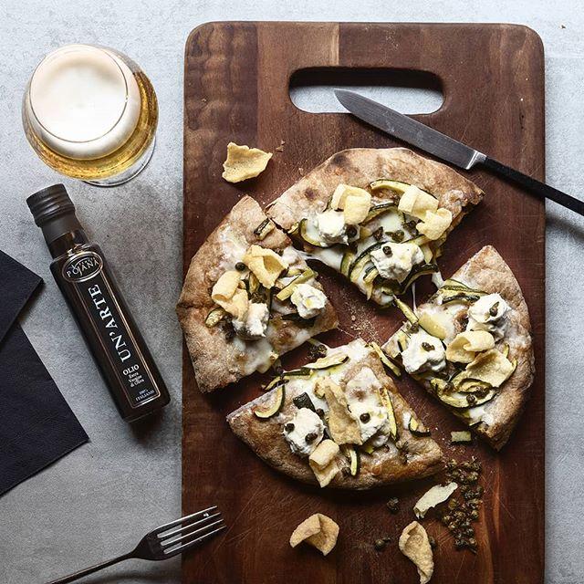 """🇮🇹 Pizza alla pala: la specialità dei nostri pizzaioli, disponibile sia al bar durante tutto il giorno, sia al ristorante in versione gourmet. Una delizia che siamo orgogliosi di proporre! 🇬🇧 Pizza on the woodboard: it's our pizza chefs specialty, available both at the bar all day, and at the restaurant in """"gourmet edition"""". It's a delicacy we're proud to offer for you! . . . #reteodorico #castelsanpietro #verona #veronacity #pizza #restaurant #pizzachef #pizzagourmet # veronafood #pizzaparty #pizzeria #italianpizza #pizzaitaliana #ilovepizza #ilovepizza🍕 #woodboard #naturalingredients #pizzalove #pizzalover #pizzalovers #pizzalovers🍕 #pizzalover🍕 #pizzagram #pizzaporn #pizzaoftheday"""