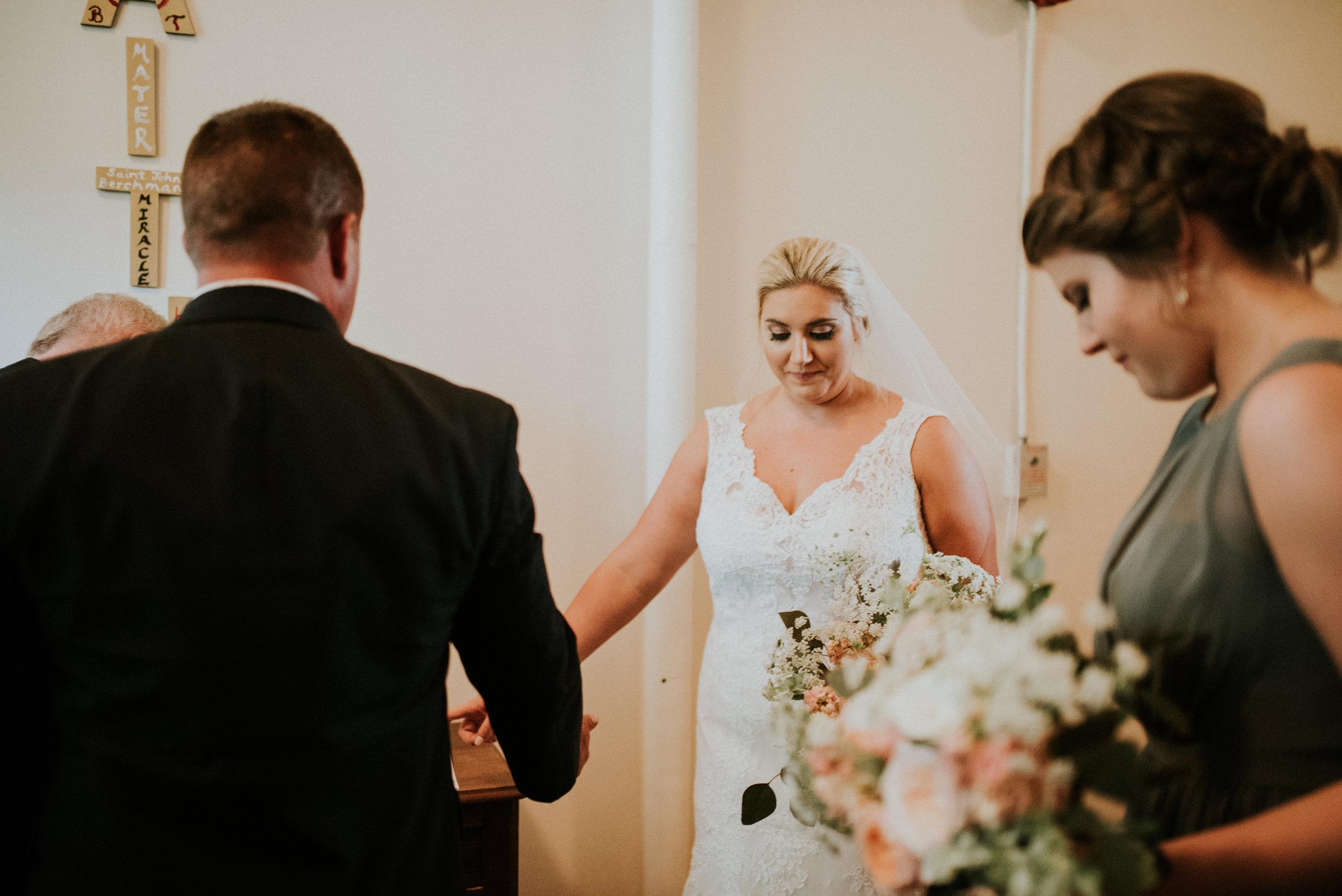 Southern Fete, Southern Wedding, Praying, Hannah Mulligan Photography, Bride