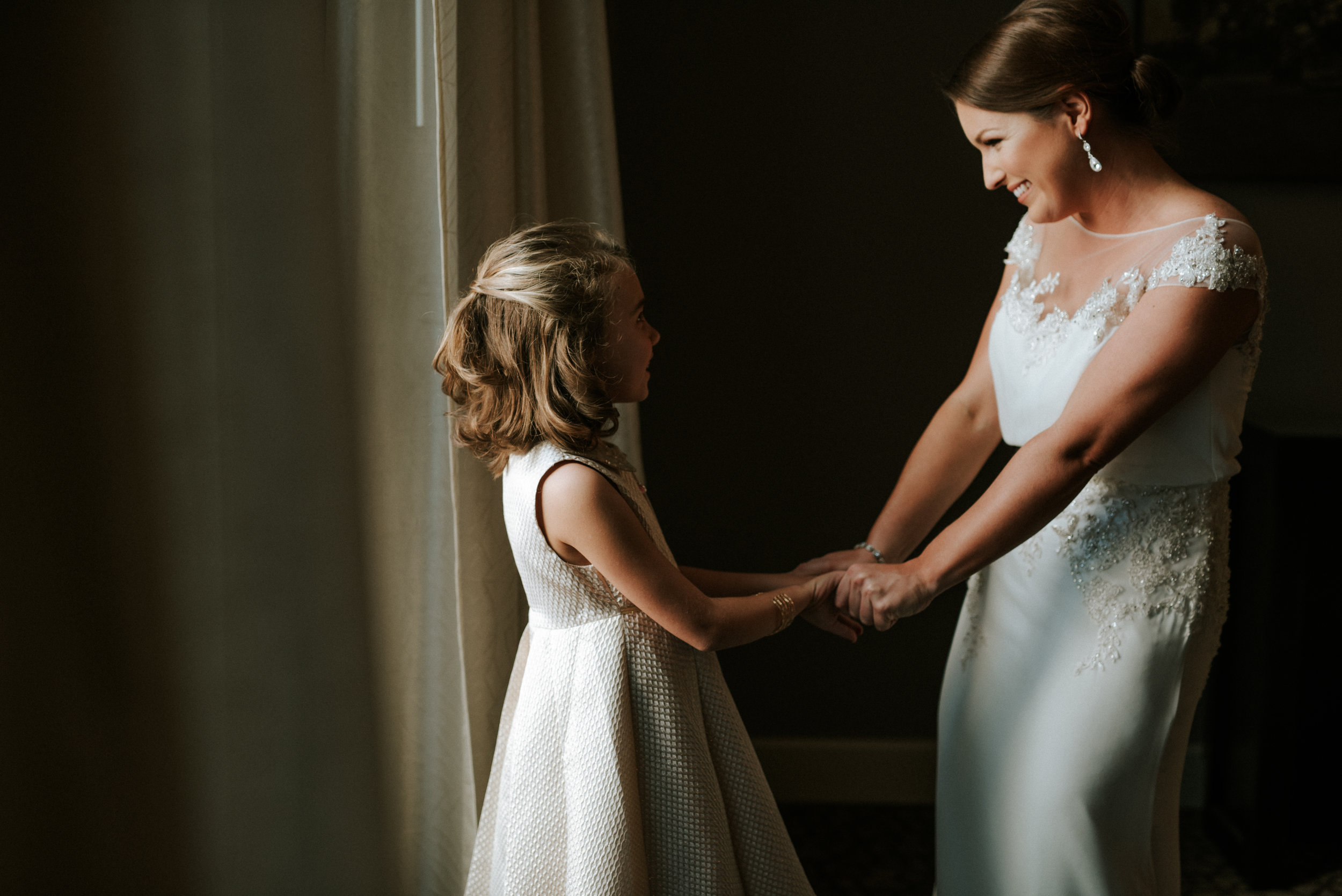Southern Fete, Southern Wedding, Bride and the Flower girl, Hannah Mulligan Photography