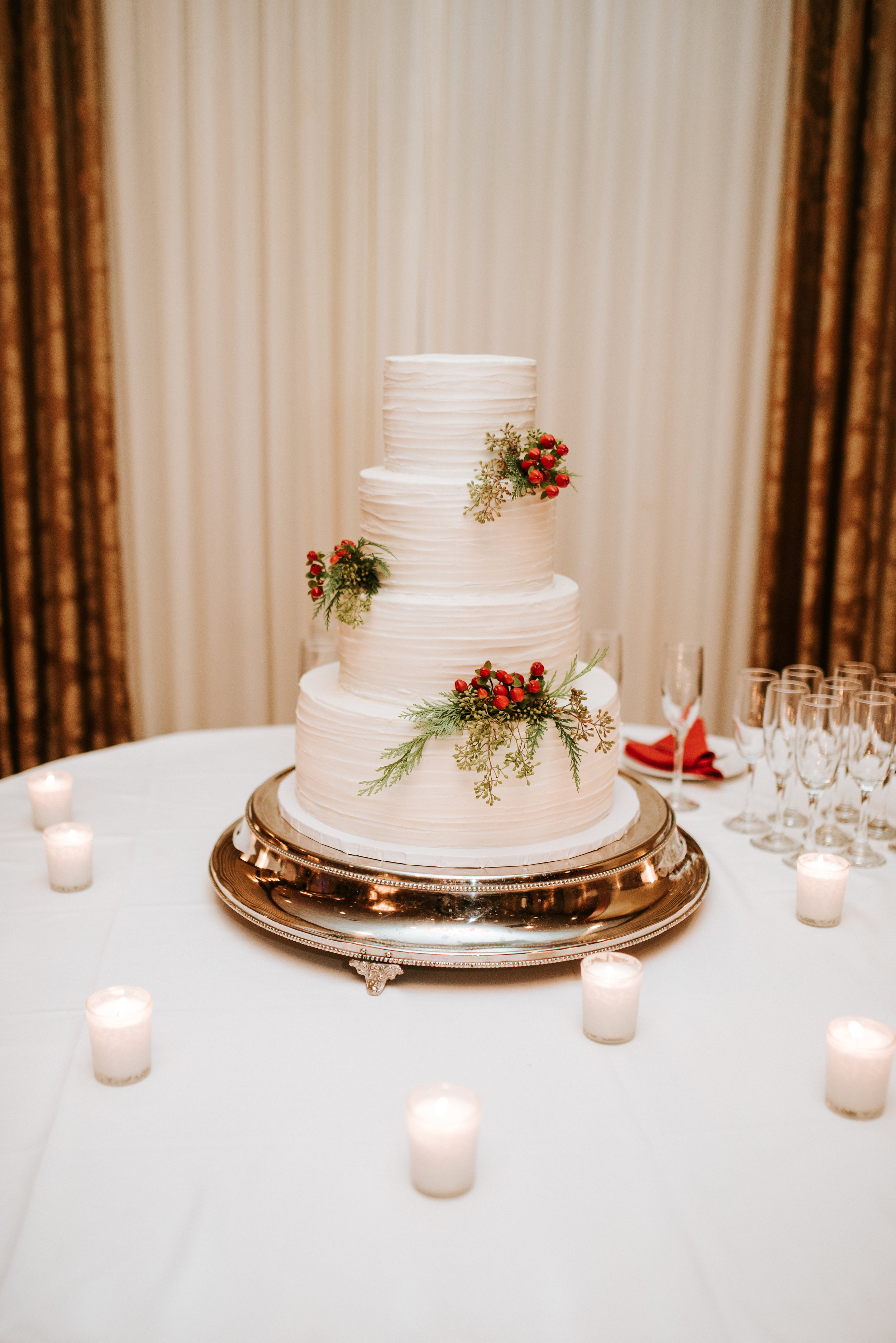 Southern Fete, Southern Wedding, Bride's cake, Hannah Mulligan Photography