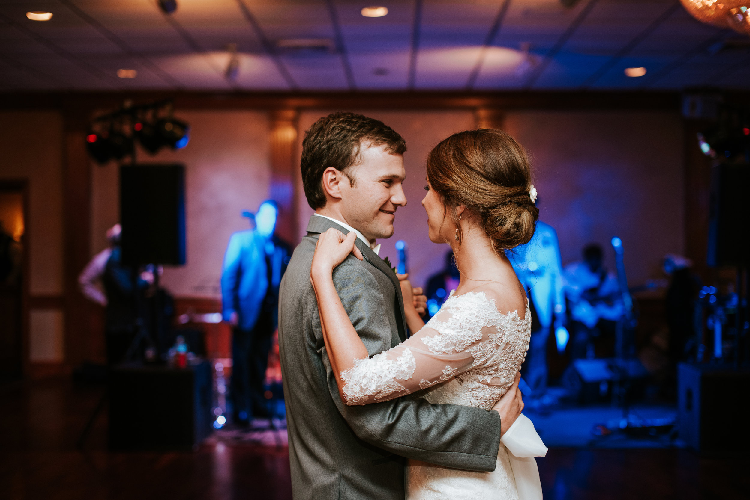 Southern Fete, Southern Wedding, Bride and Groom first dance, Hannah Mulligan Photography