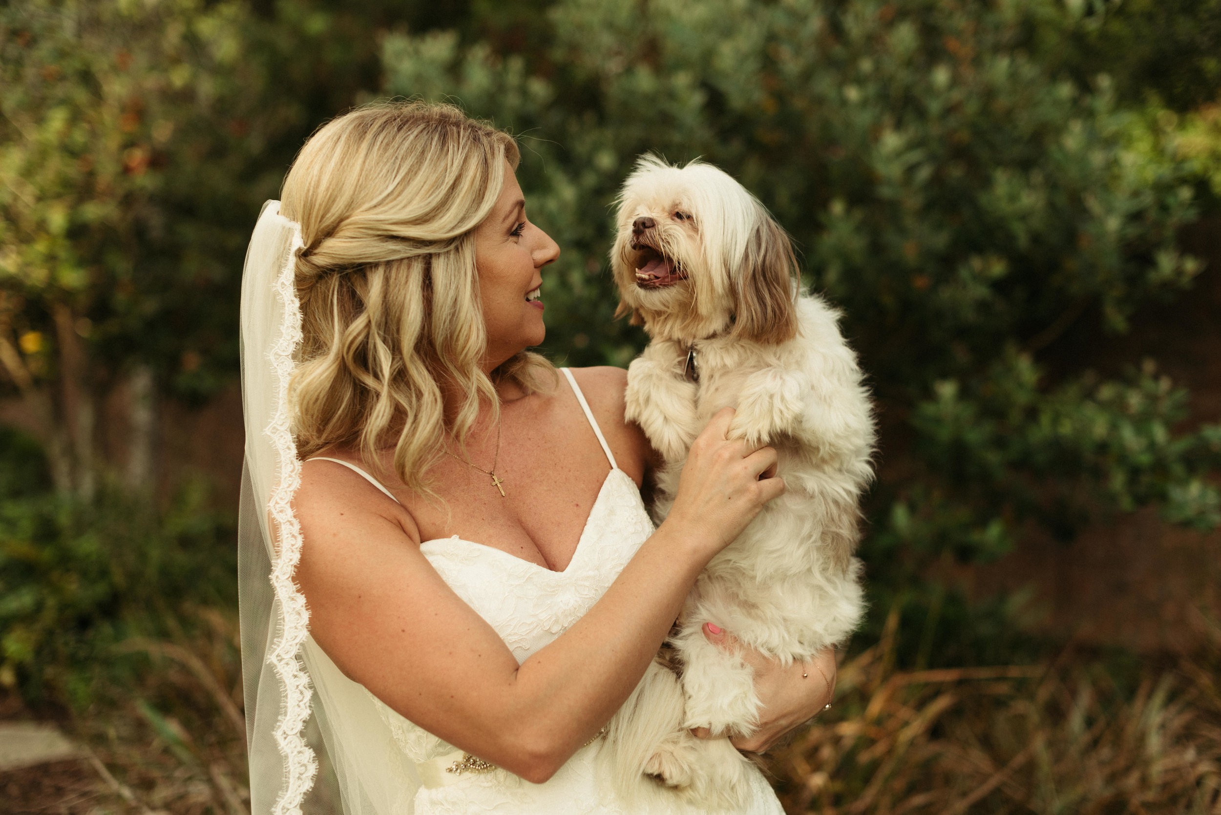 Southern Fete, Southern Wedding, Bride and her dog, Erin and Geoffrey Photography