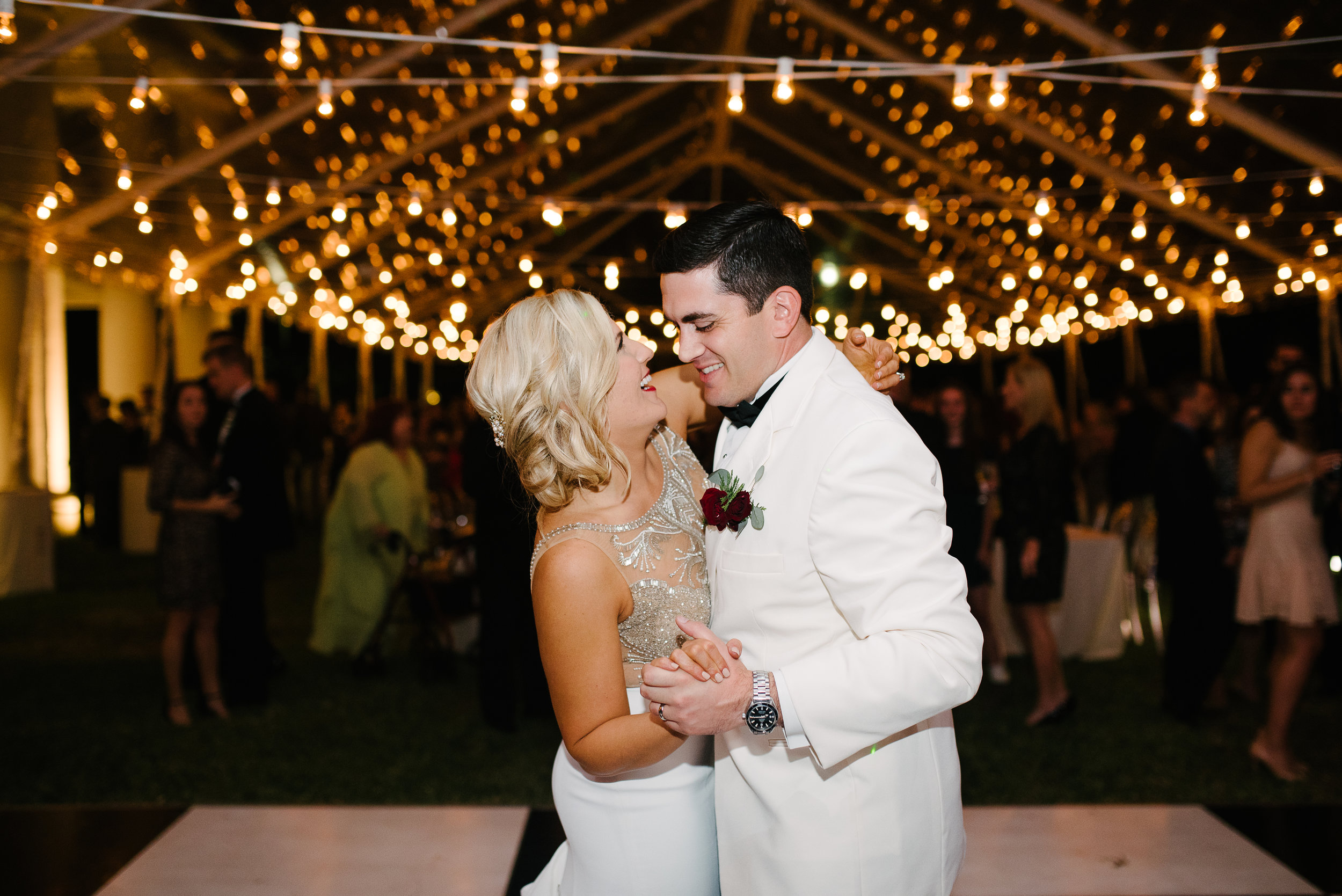 Southern Fete, Southern Wedding, Bride and Groom Dance, Hannah Mulligan Photography, Paul and Lulu Hilliard Art Museum