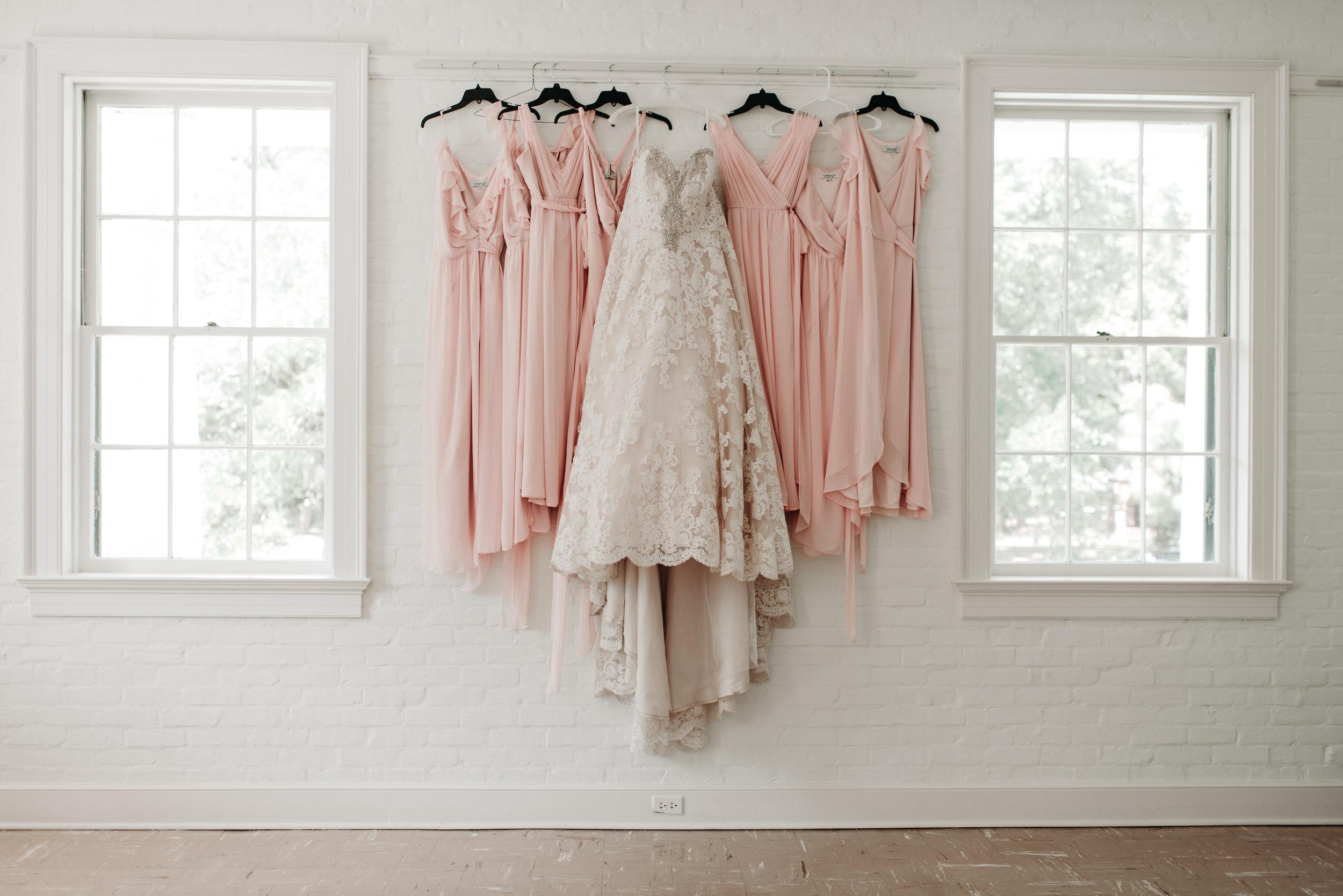 Southern Fete, Southern Wedding, Wedding dress, Pink Bridesmaid dresses, Hannah Mulligan Photography