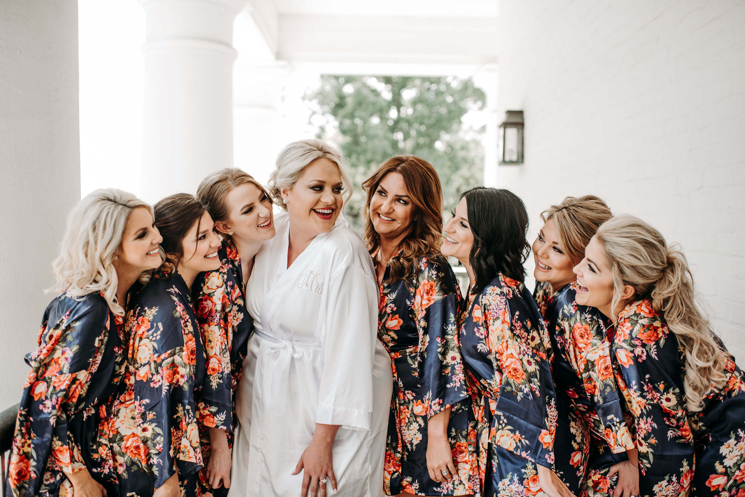 Southern Fete, Southern Wedding, Bride and her Bridesmaids, Hannah Mulligan Photography