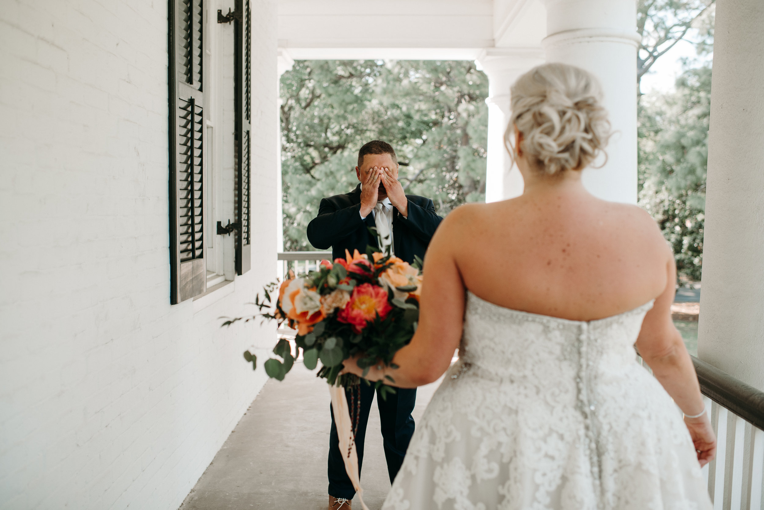 Southern Fete, Southern Wedding, Bride and Groom, First Look, Paul and Lulu Hilliard Art Museum, Root Floral Design, Hannah Mulligan Photography