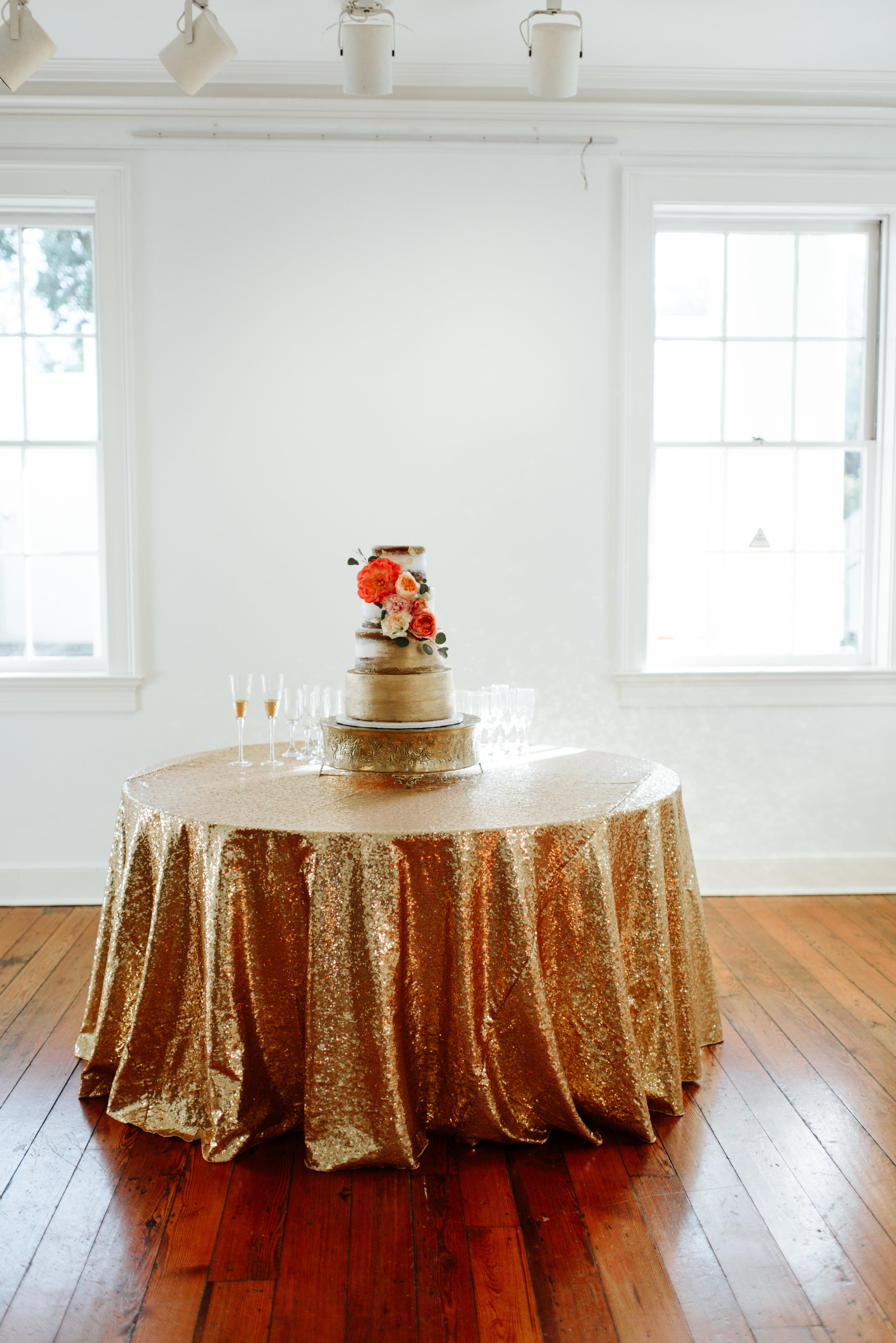 Southern Fete, Southern Wedding, Wedding Cake, Bride's Cake, Sky's the Limit Cakes, Daisy Cakes, Hannah Mulligan Photography