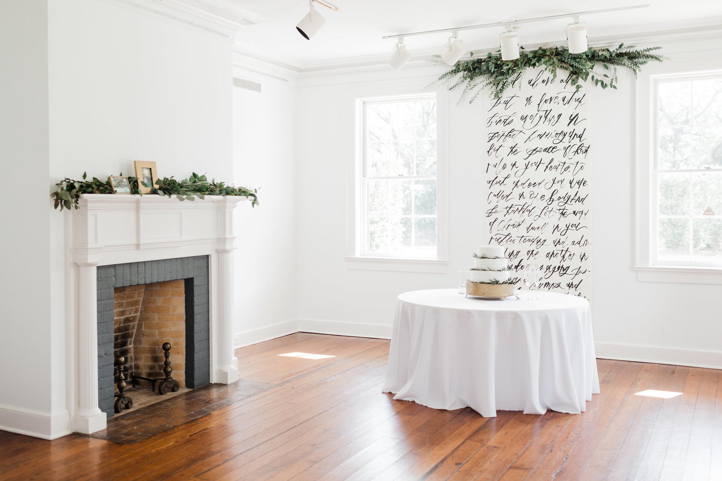 Southern Fete, Southern Wedding, Paul and Lulu Hilliard Art Museum, Wedding cake, Carolynn Seibert Photography