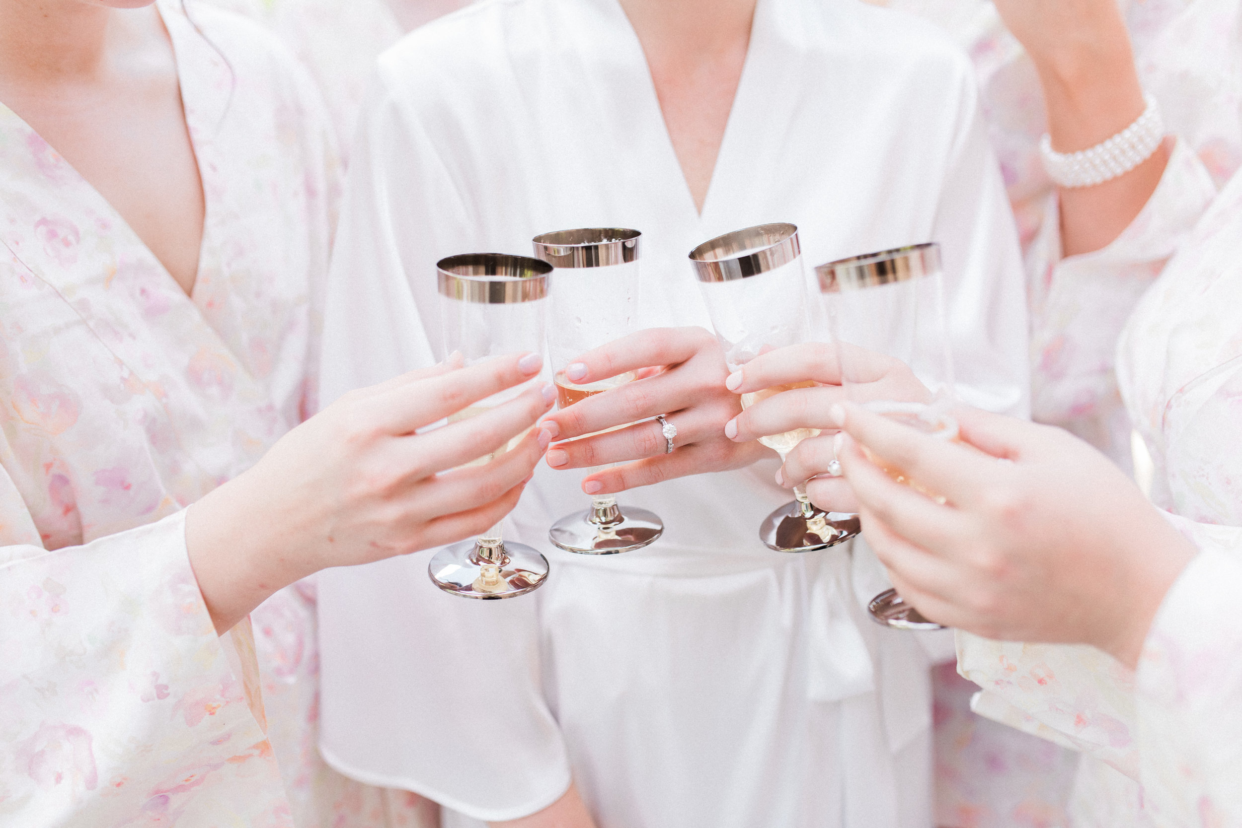 Southern Fete, Southern Wedding, Bride and Bridesmaids, Champagne toast, Lindsey Rogers Photography