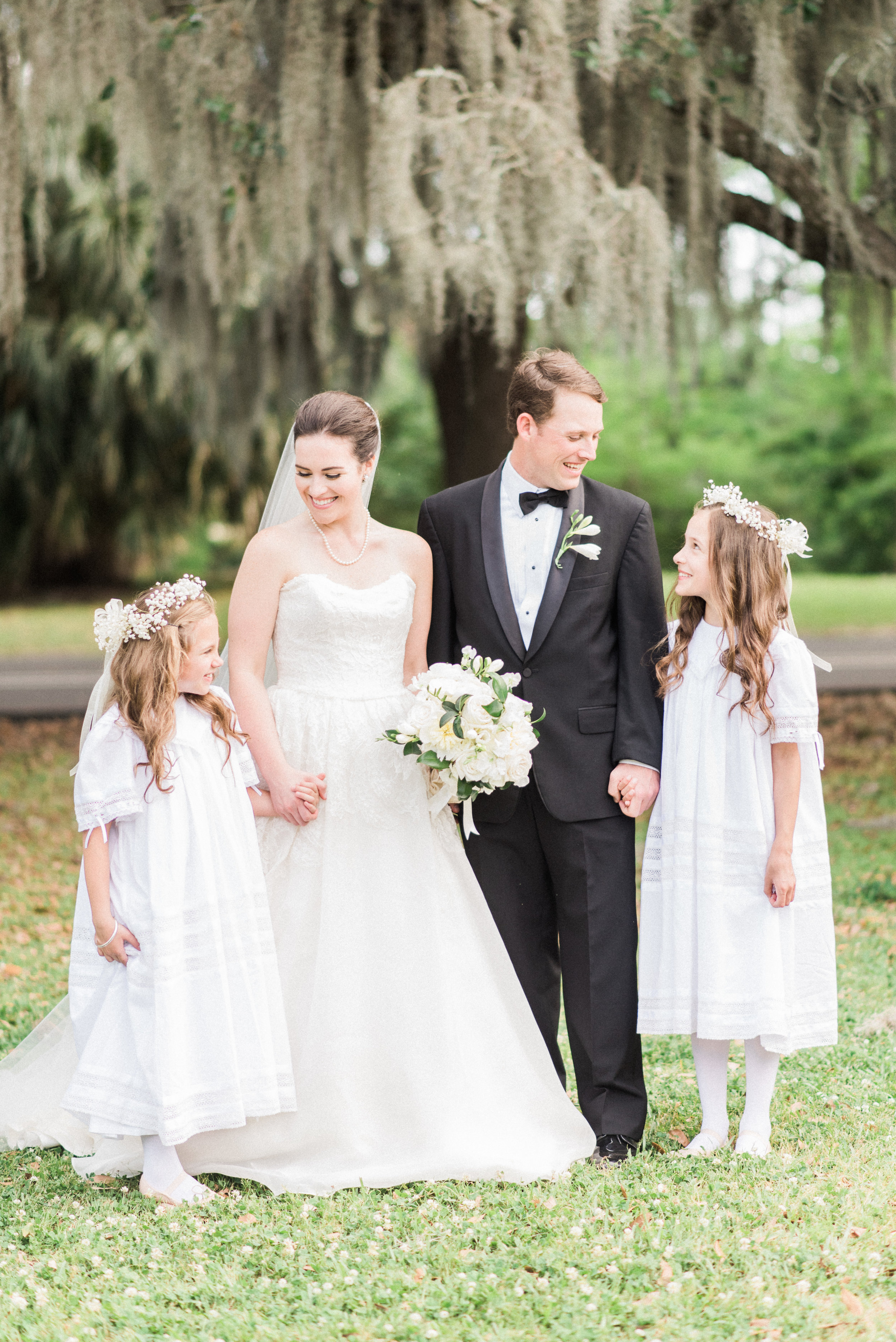 Southern Fete, Southern Wedding, Family, Flower girls, Bride and Groom, Lindsey Rogers Photography