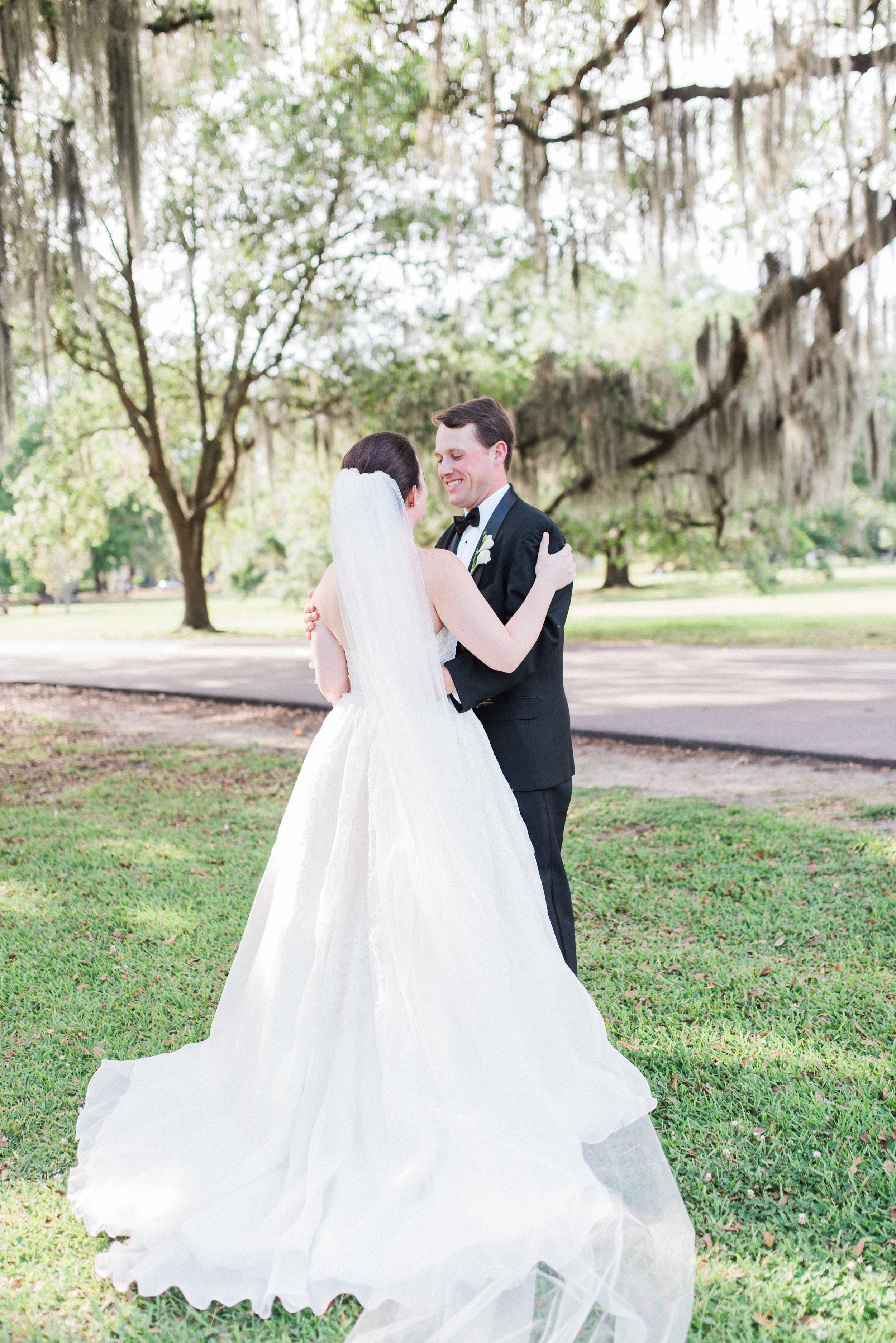 Southern Fete, Southern Wedding, Bride and Groom first look, The Cabildo, Lindsey Rogers Photography