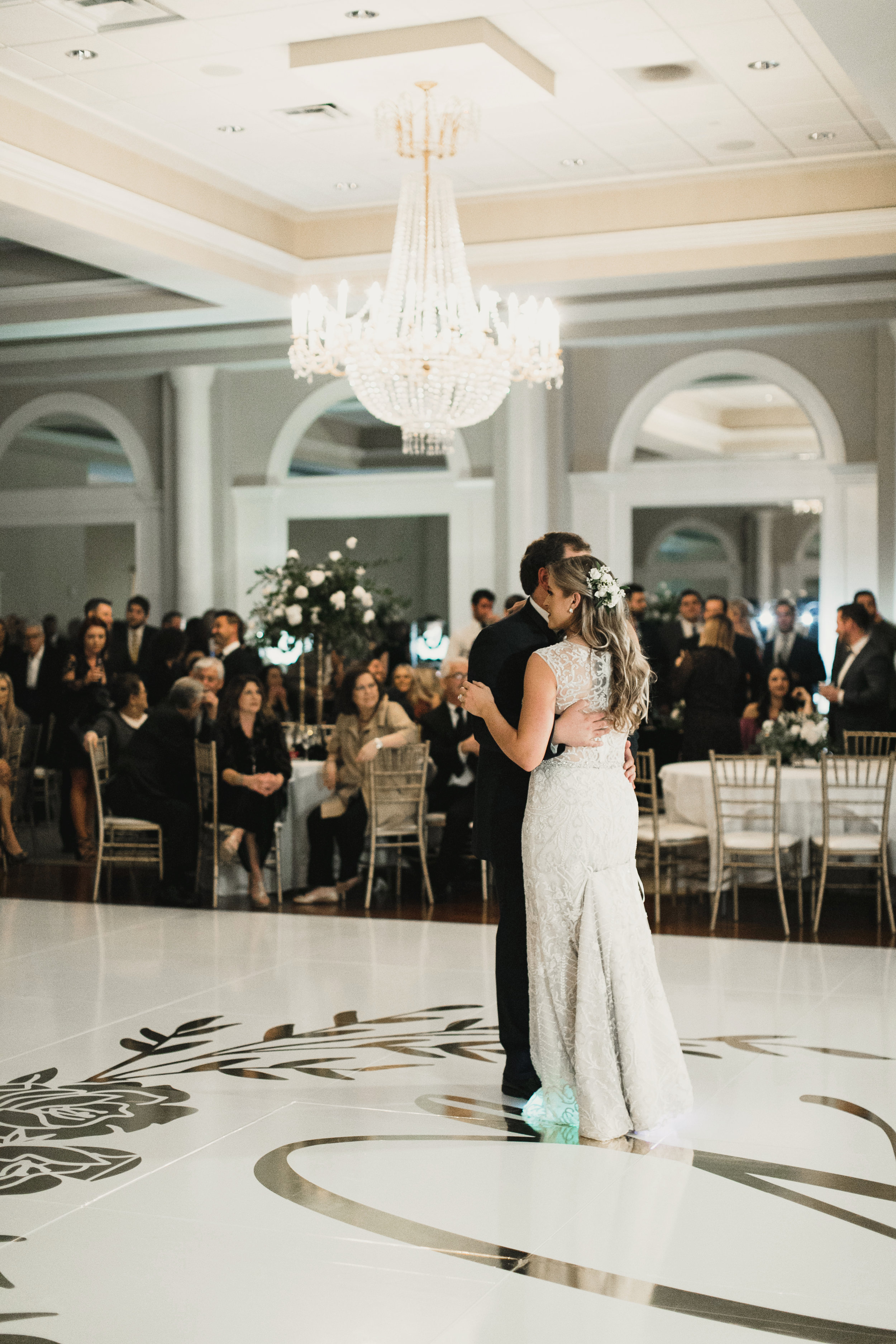 Southern Fete, Southern Wedding, Bride and Groom First Dance, Apercu, Kimbrali Photography