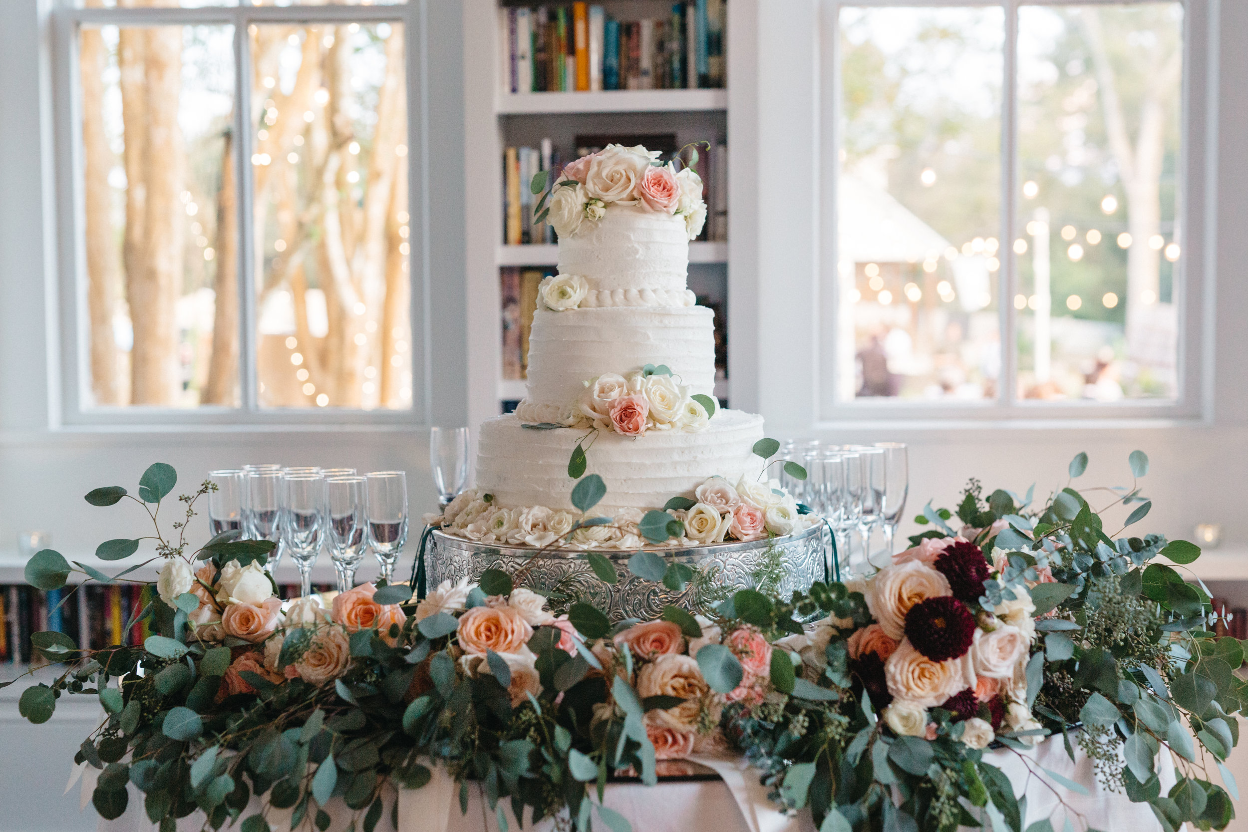 Southern Fete, Southern Wedding, Wedding Cake, Peach, White and Green Flower Bouquet