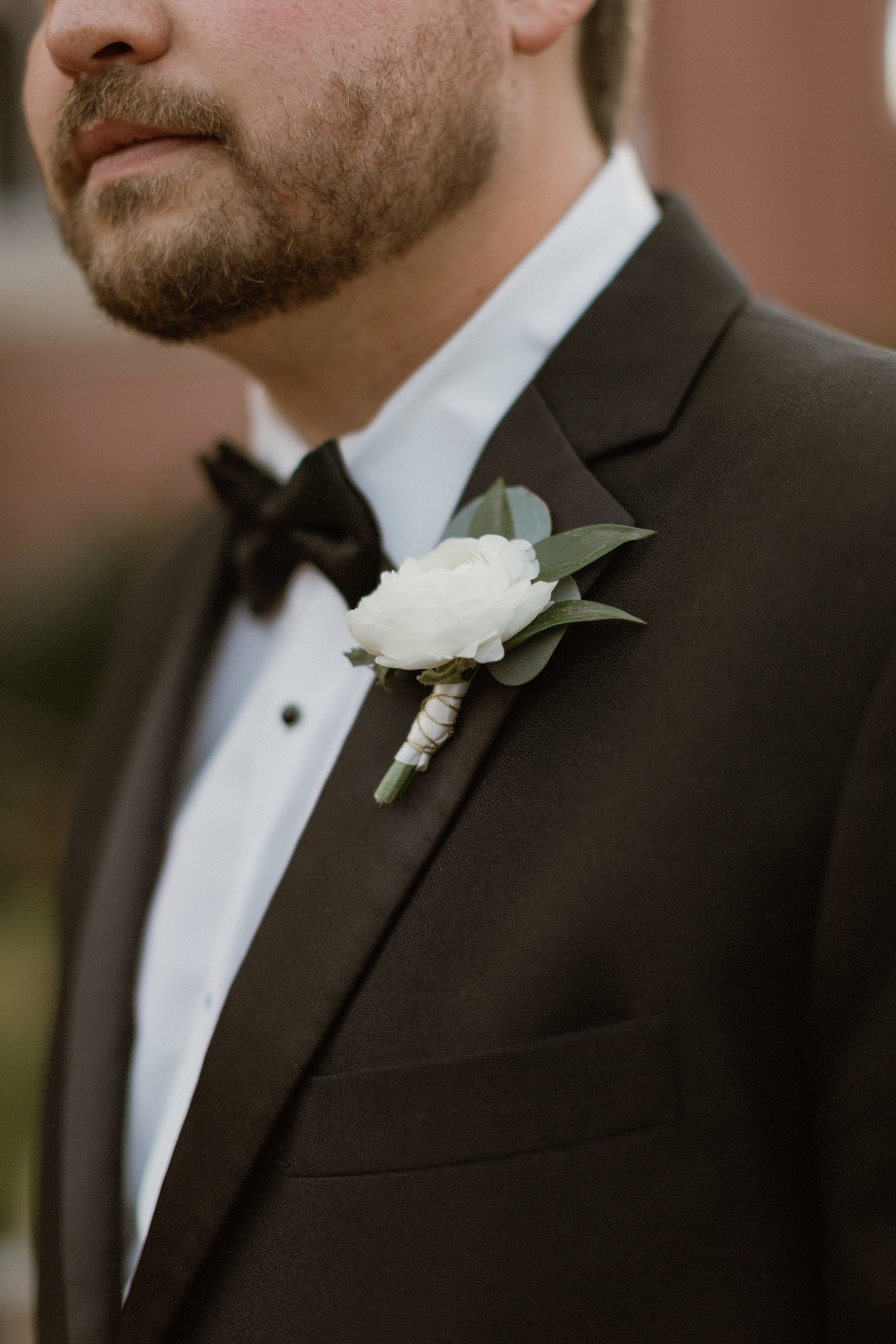 Southern Fete, Southern Wedding, Groom, Tux, Root Floral Design, Boutonniere