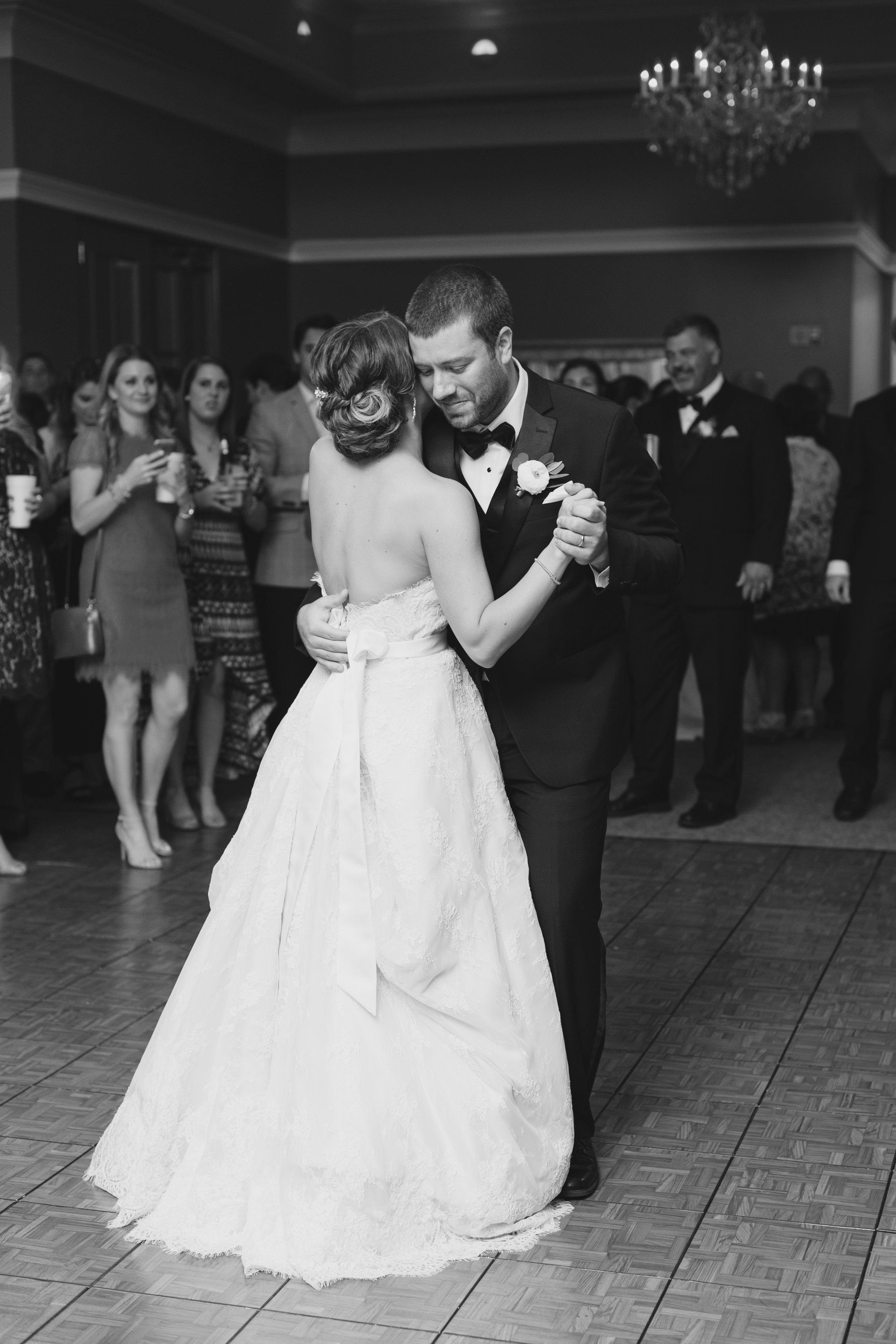 Southern Fete, Southern Wedding, Bride and Groom first dance, Kimbrali Photography, City Club, Apercu