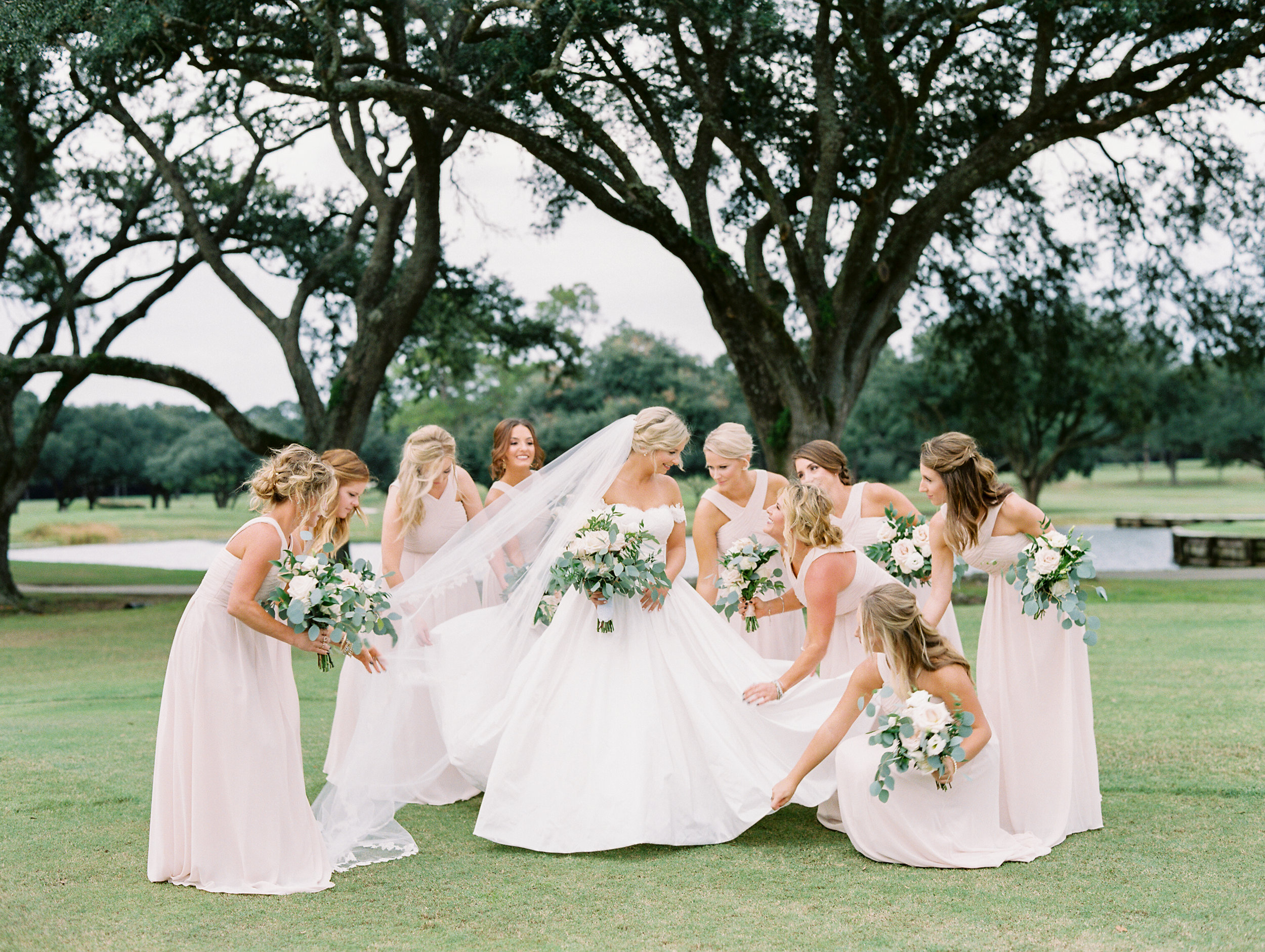 Southern Fete, Southern Wedding, Bride and Bridesmaids, Sarah Beth Photography, Flowers by Rodney