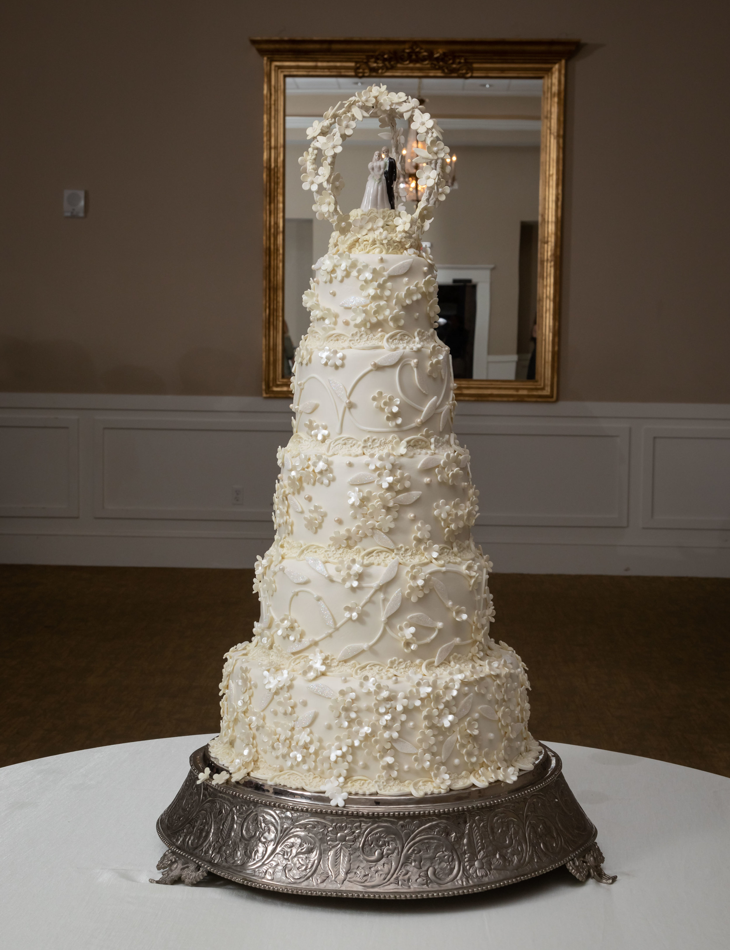Southern Fete, Southern Wedding, Sugar Belle by Elise, Wedding Cake, Jay Faugot Photography