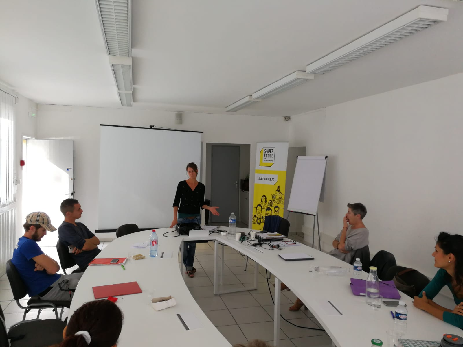 Présentation des projets d'entreprise dans une des sessions de sensibilisation à Uzès