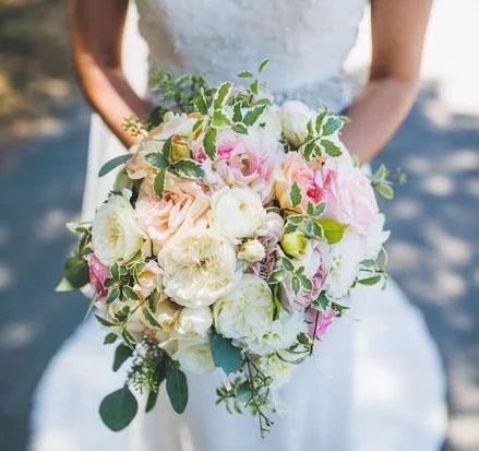 Hochzeits & Eventfloristik  Wir statten Ihre Feier nach Ihren Wünschen aus und machen das Fest unvergesslich.