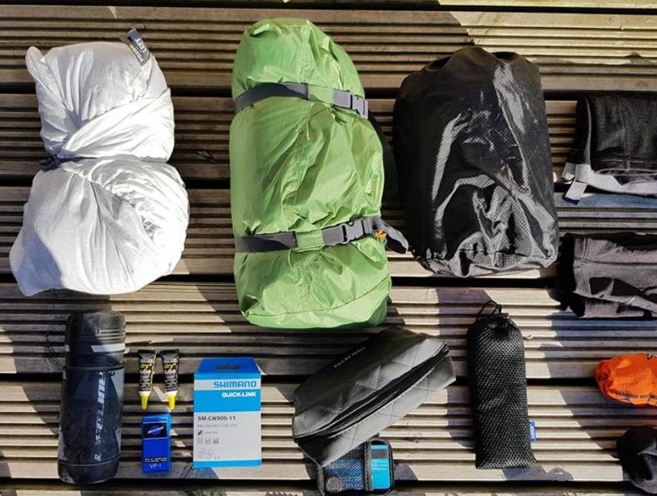 In order: Sleeping Bag / Tent / Matt