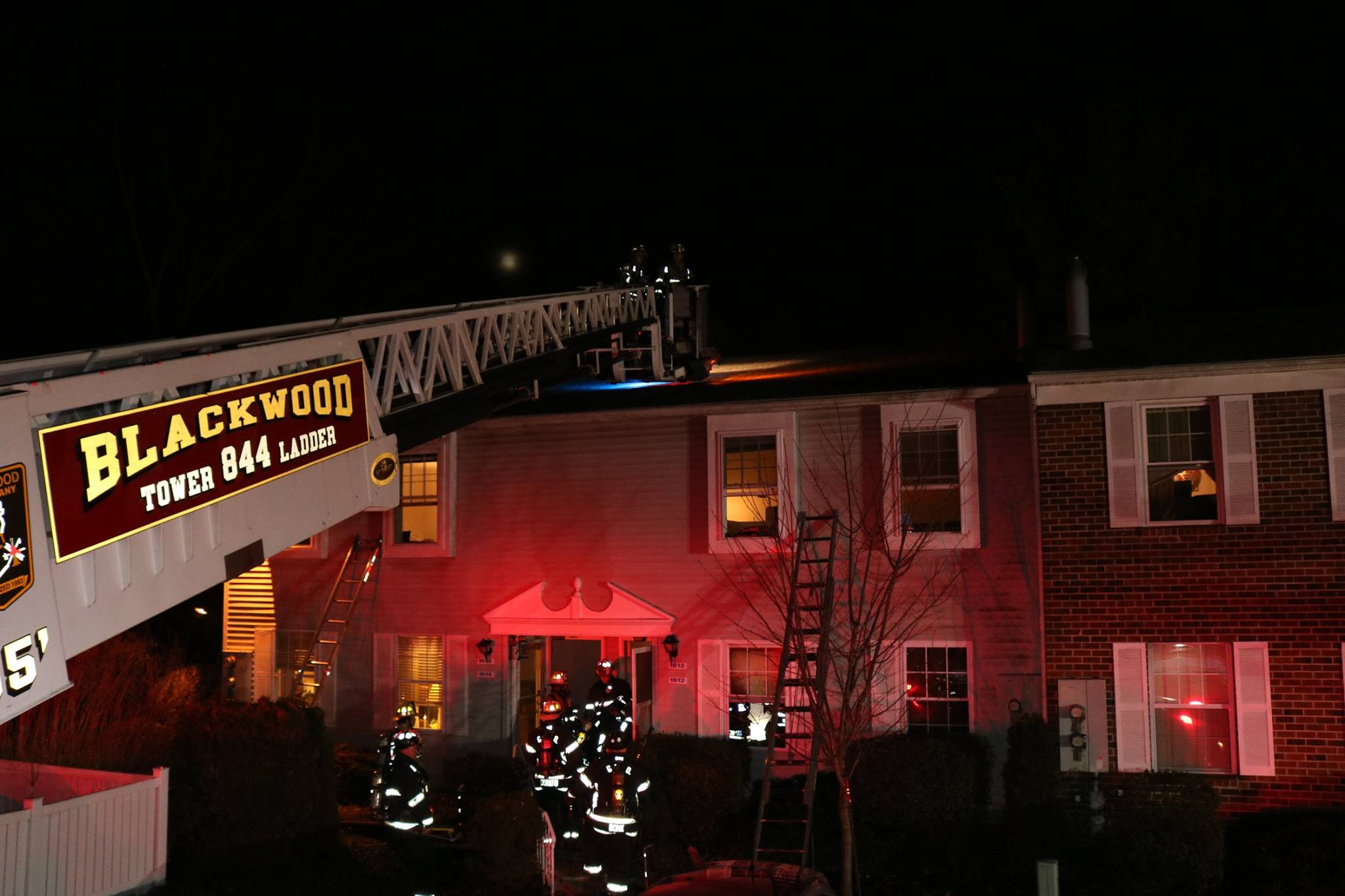 Ladder 84's Main set up to the Roof to prepare for ventilation.