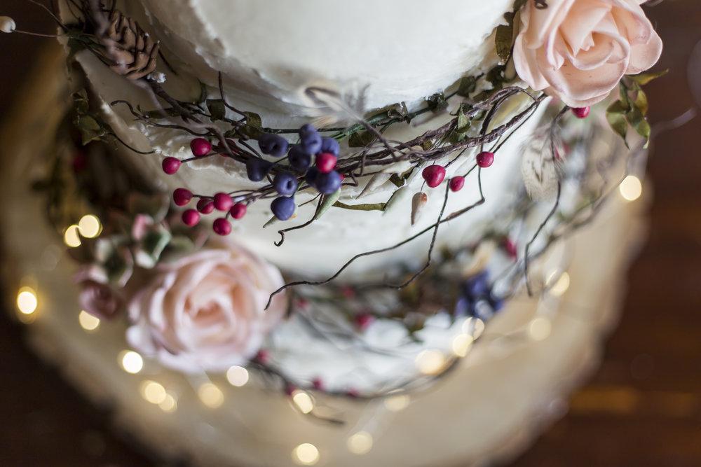 Love Wedding Cakes   Amber   www.loveweddingcakes.co.uk