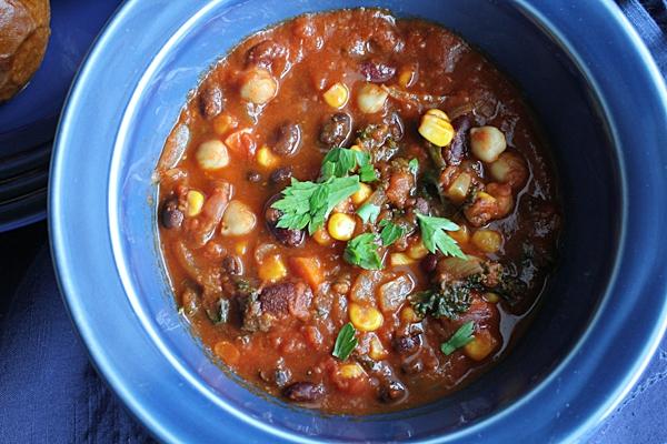 Vegetarian-Chili_upclose-HipFoodieMom.com_.jpg