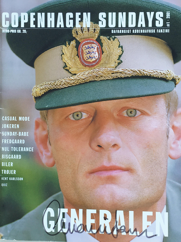 Signeret udgave af papirudgaven af magasinet Copenhagen Sundays signeret af Michael Mio Nielsen. København 2001.